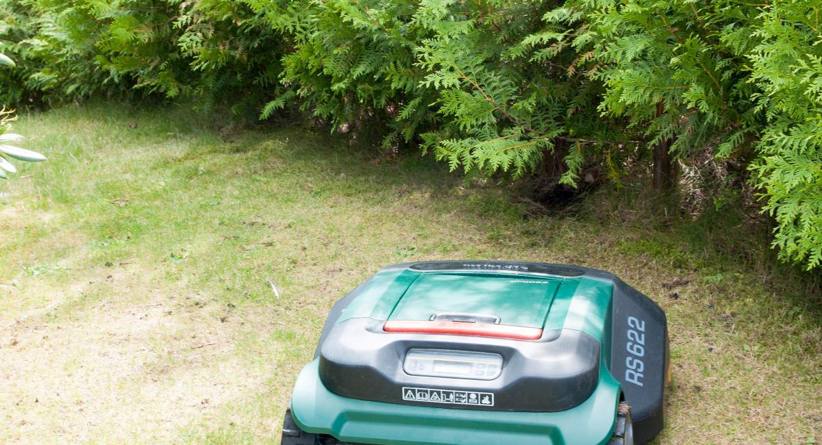 Se, vi styrer gressklipper-roboten med iPad
