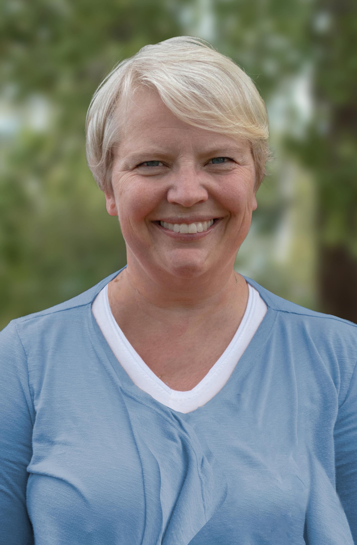 Maria Nordin, docent och lektor i psykologi, säger att omställningen till vintertid är biologiskt lättare för oss.