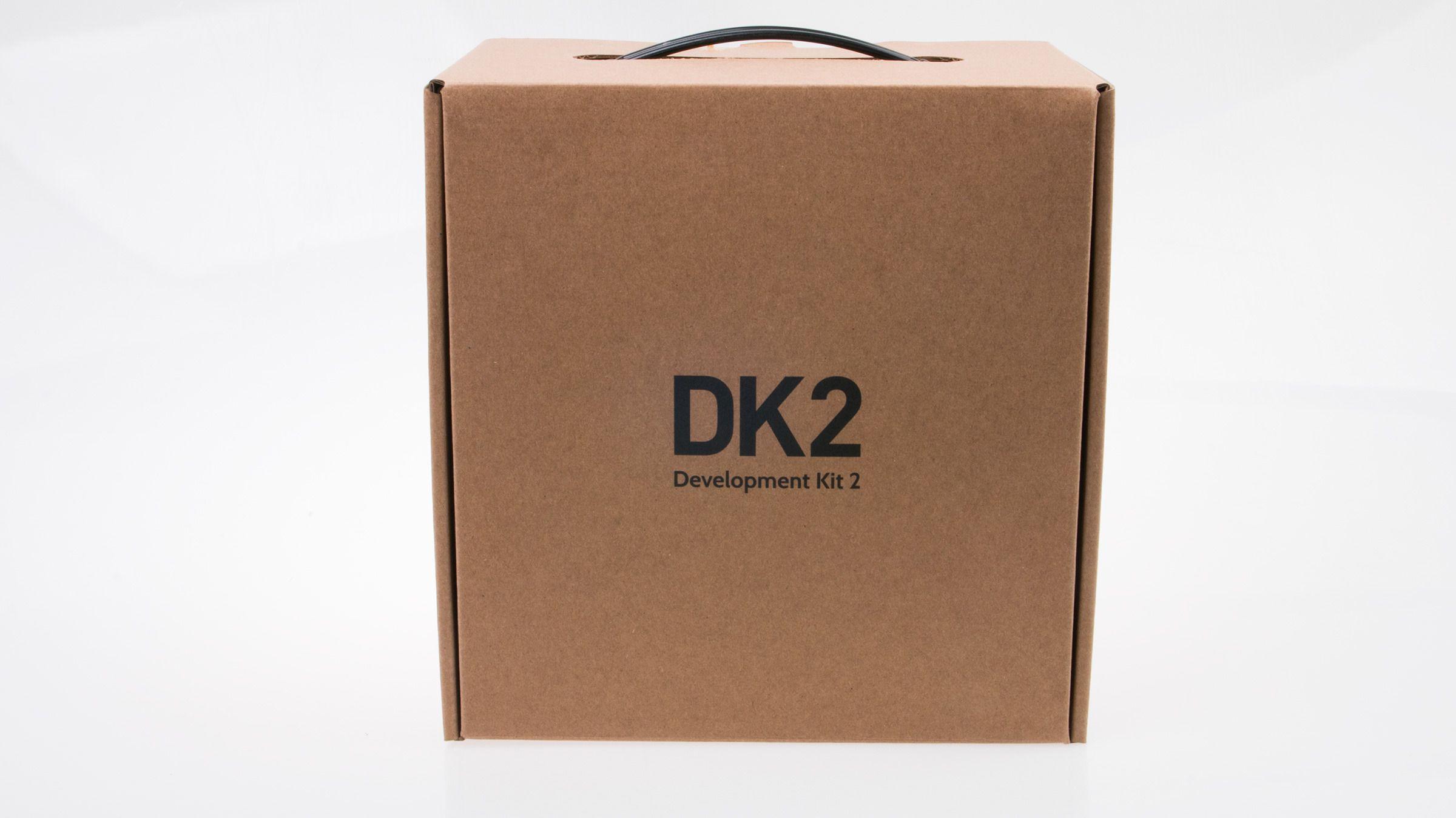 Den opprinnelige Oculus Rift Development Kit kom i en snasen, sort koffert. Oppgraderingen må bo i en pappeske-koffert i stedet, men det er jo det som er på innsiden som teller.Foto: Varg Aamo, Tek.no
