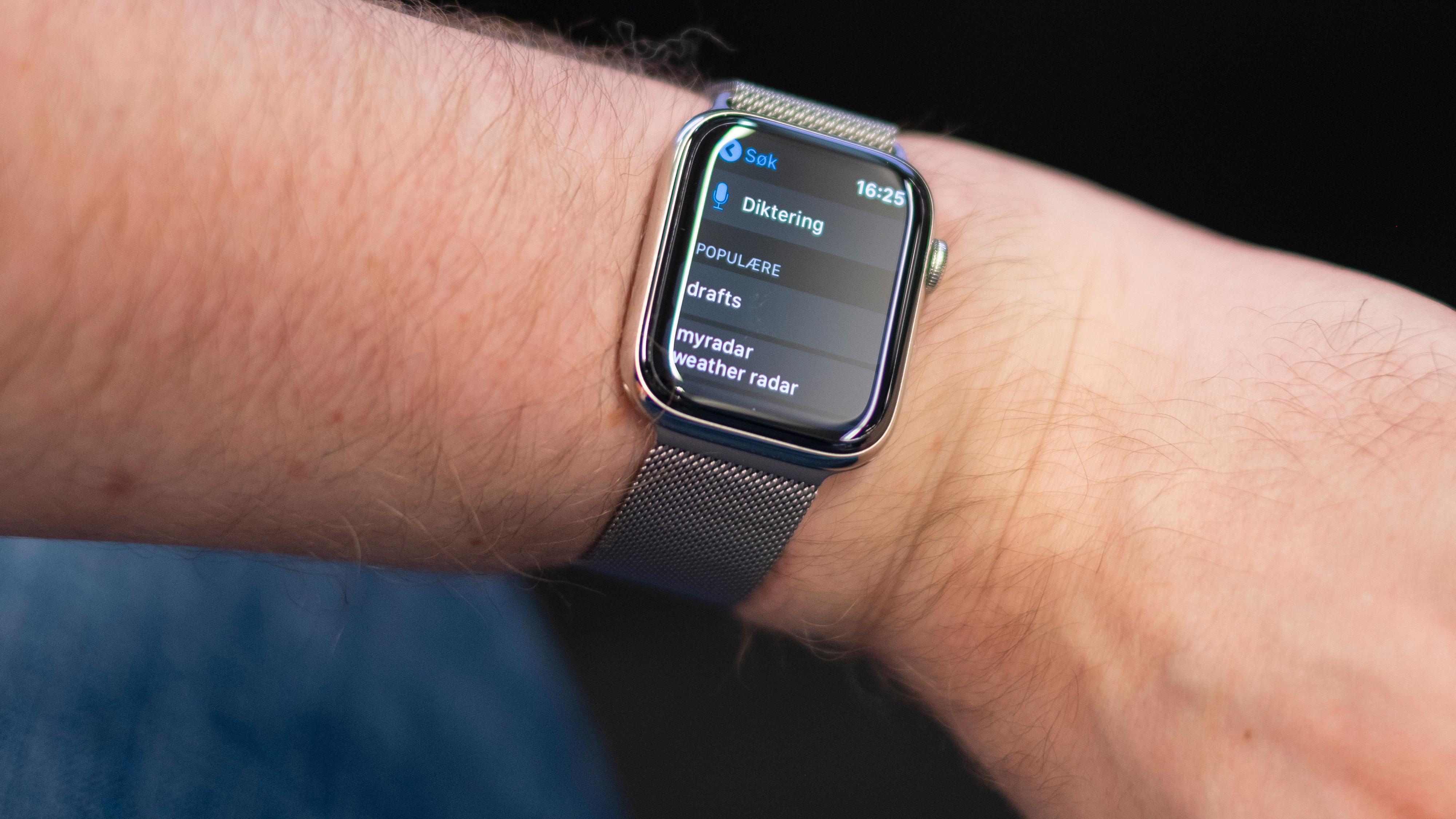 App store har kommet til Apple Watch, men det er fortsatt litt igjen å gå på med tanke på brukervennlighet her. En bedre skriveløsning hadde gjort seg for flere av appene på klokka. Hva med gode gamle T9 og nummertastatur? Alt er bedre enn å være nødt til å diktere eller sveipe én og én bokstav på skjermen.