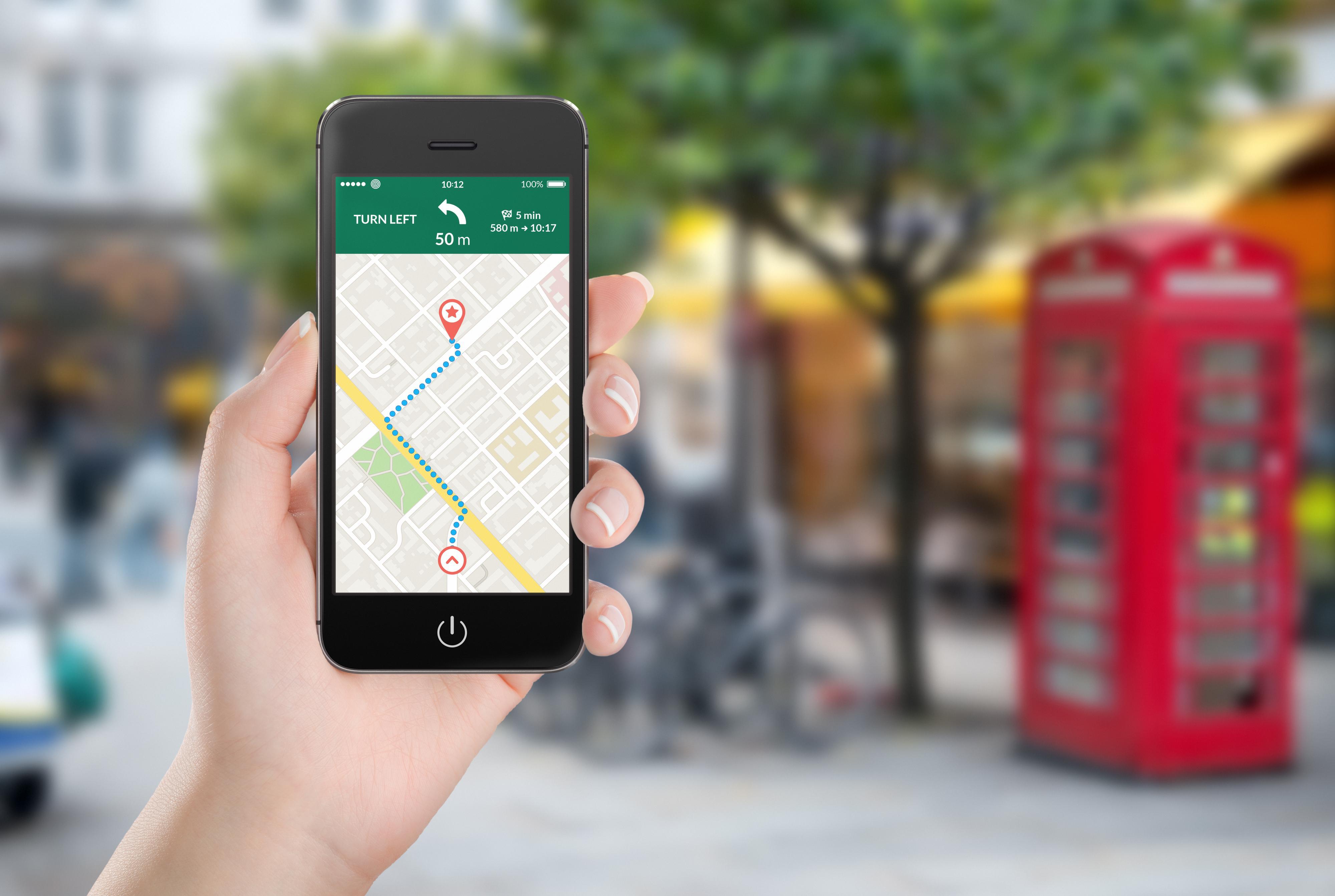 De første GPS-mottakerne i mobiltelefoner brukte vinter og vår på å koble til. Med såkalt assistert GPS går det langt fortere - telefonen får nemlig et hint om hvor den er fra mobilnettverket.Foto: Shutterstock.com