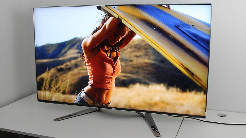 LG-TV-ene har slanke rammer. Her er LG-55LM960V.Foto: Hardware.no