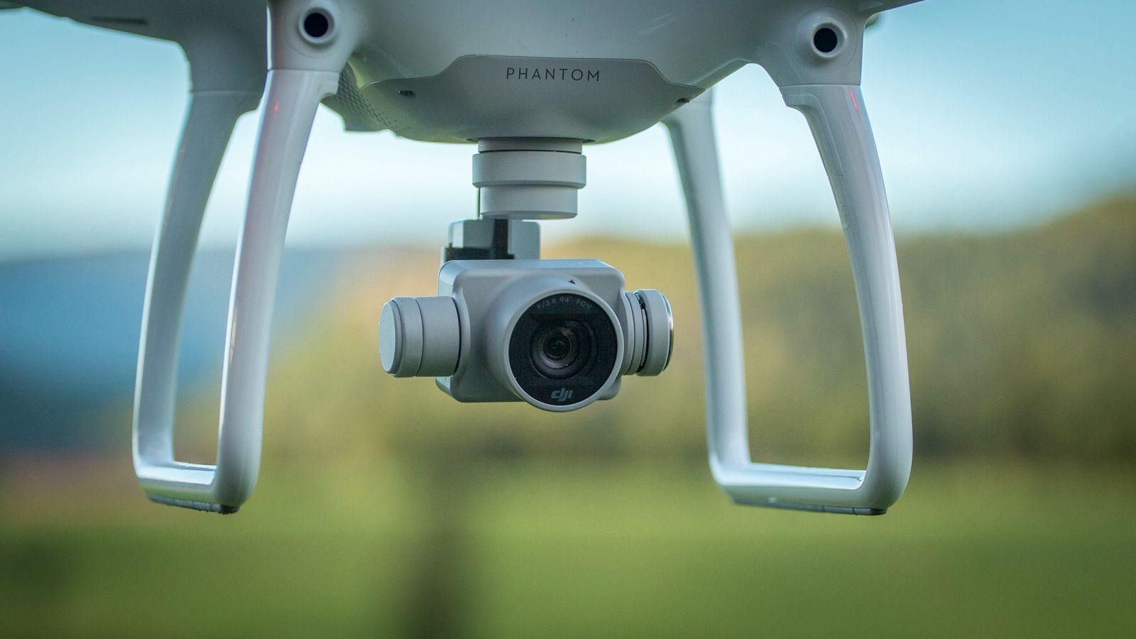 Kameraet som er festet til en drone er å regne som overvåkningskamera, mener den svenske retten som står bak dommen.