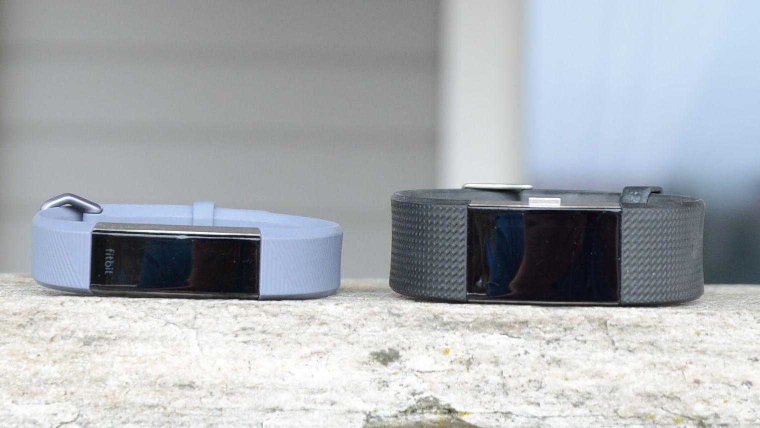 Fitbit Alta HR er en god del mindre enn Charge 2.