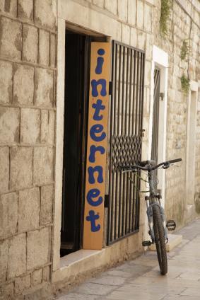 Internett-kaféer med trådløst internett kan være vel så nyttig for mobilbrukeren. (Foto: JVT / Istockphoto)