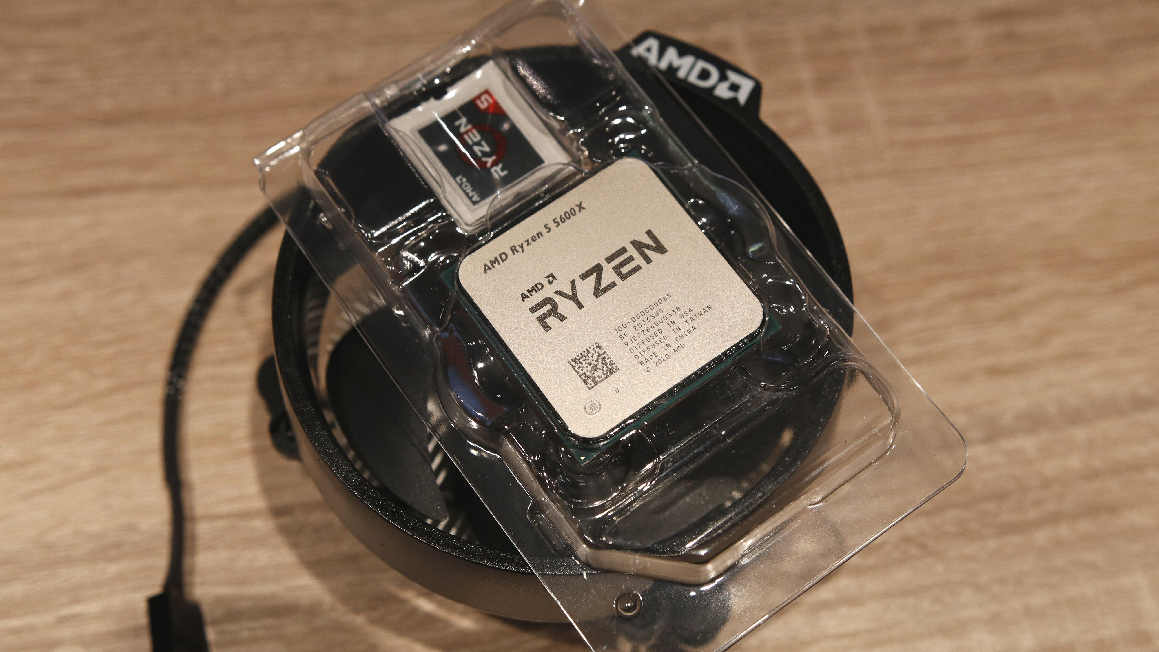 Ryzen 5 5600X kommer med kjølevifte inkludert i esken.