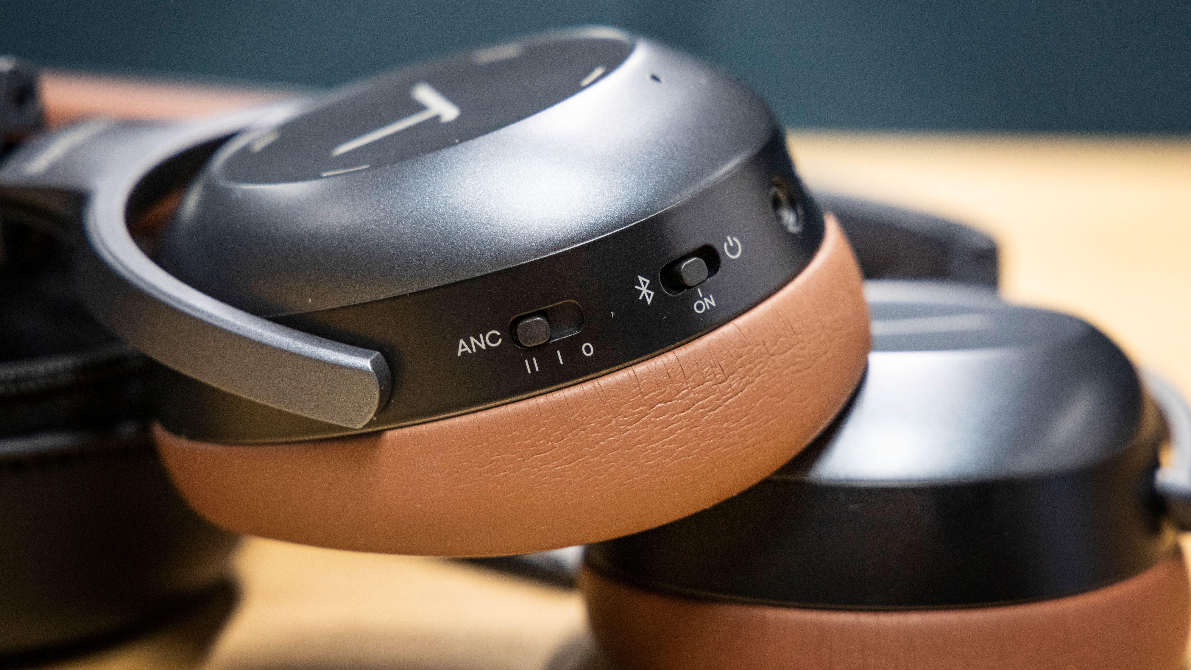 Støydempingen kan styres i to nivåer, og er uavhengig av på-knappen. Lagoon har uheldigvis ingen «ambient»-modus.