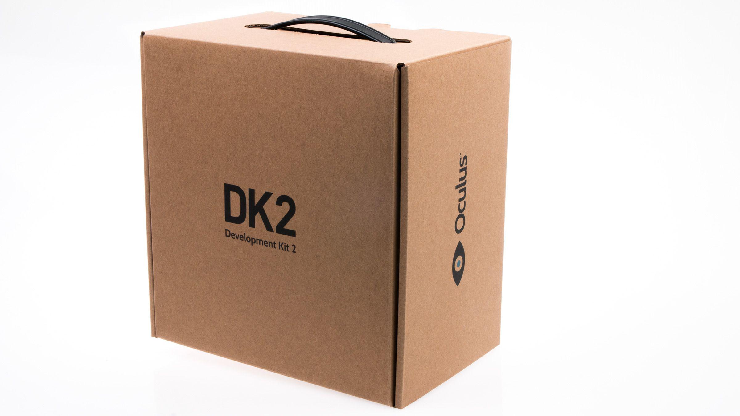 Oculus-logoen er plassert diskrét på sidene av esken. Vi må innrømme at vi har sett styggere pappesker.Foto: Varg Aamo, Tek.no