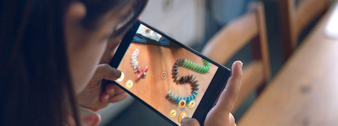 Tango-telefonen kan brukes til å spre rundt deg med virtuelle objekter.