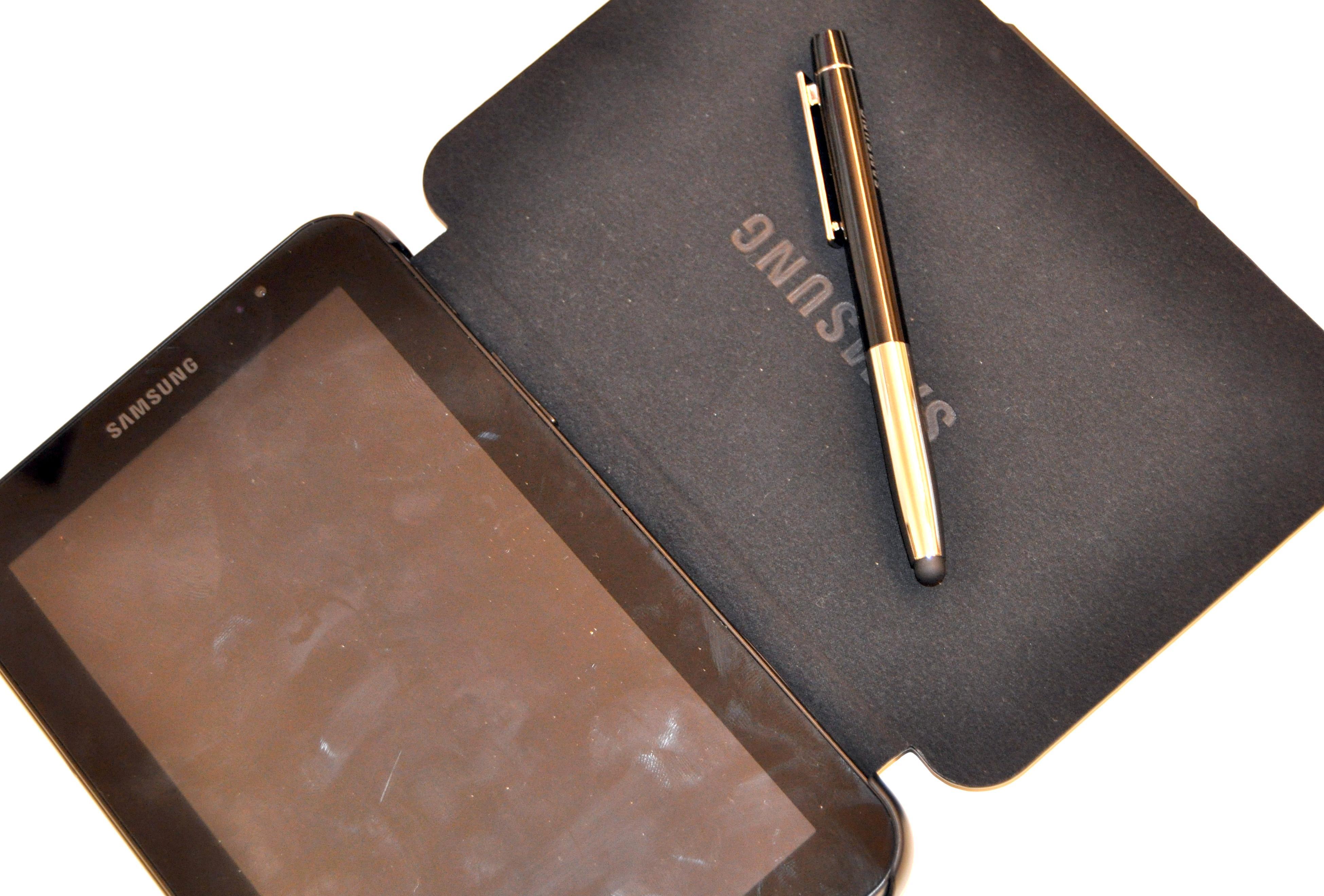 Futteral og penn til bruk på Galaxy Tab. Futteralet koster omkring 250 kroner.