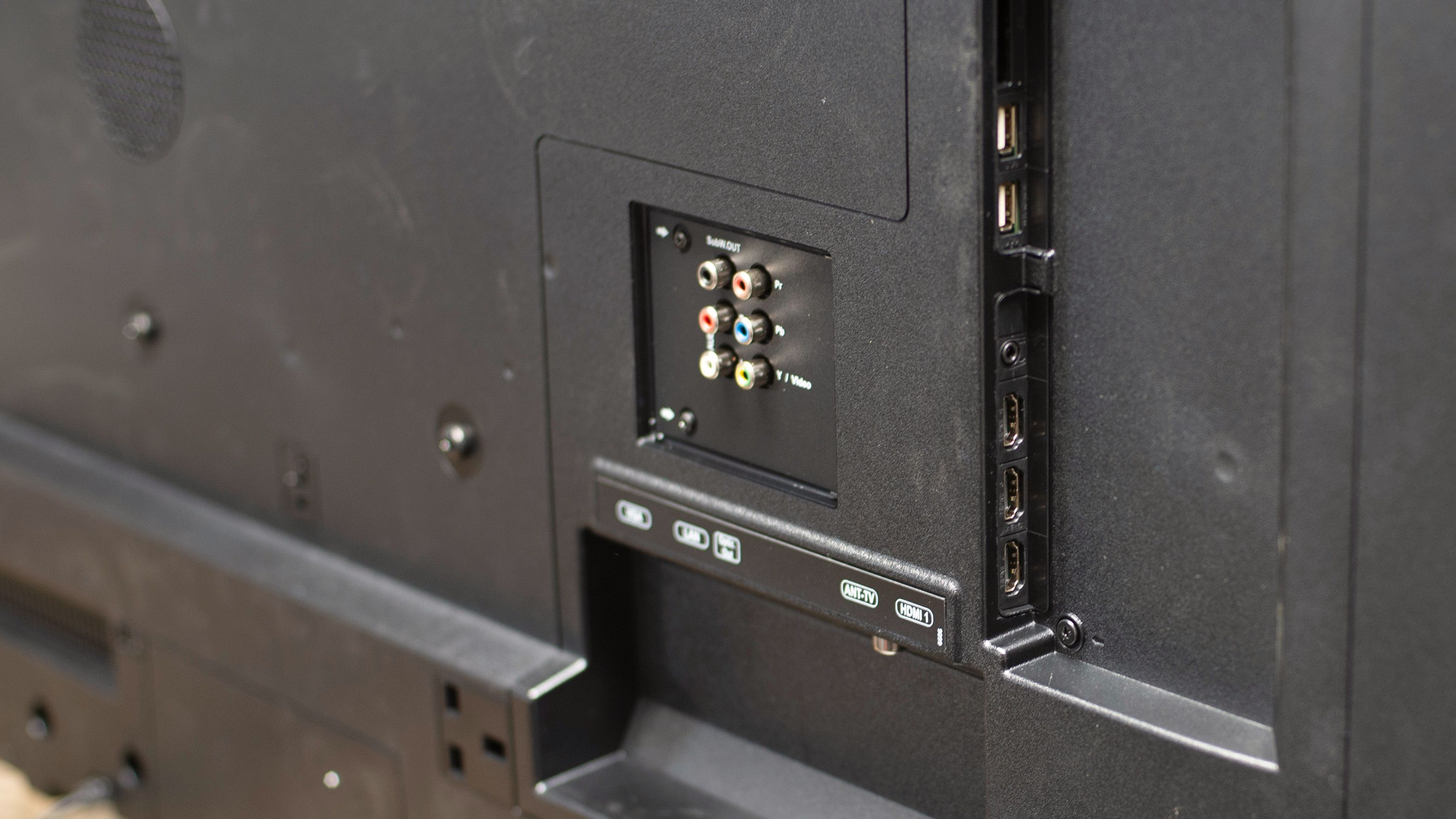 LED4940UHD har greit med tilkoblingsmuligheter.