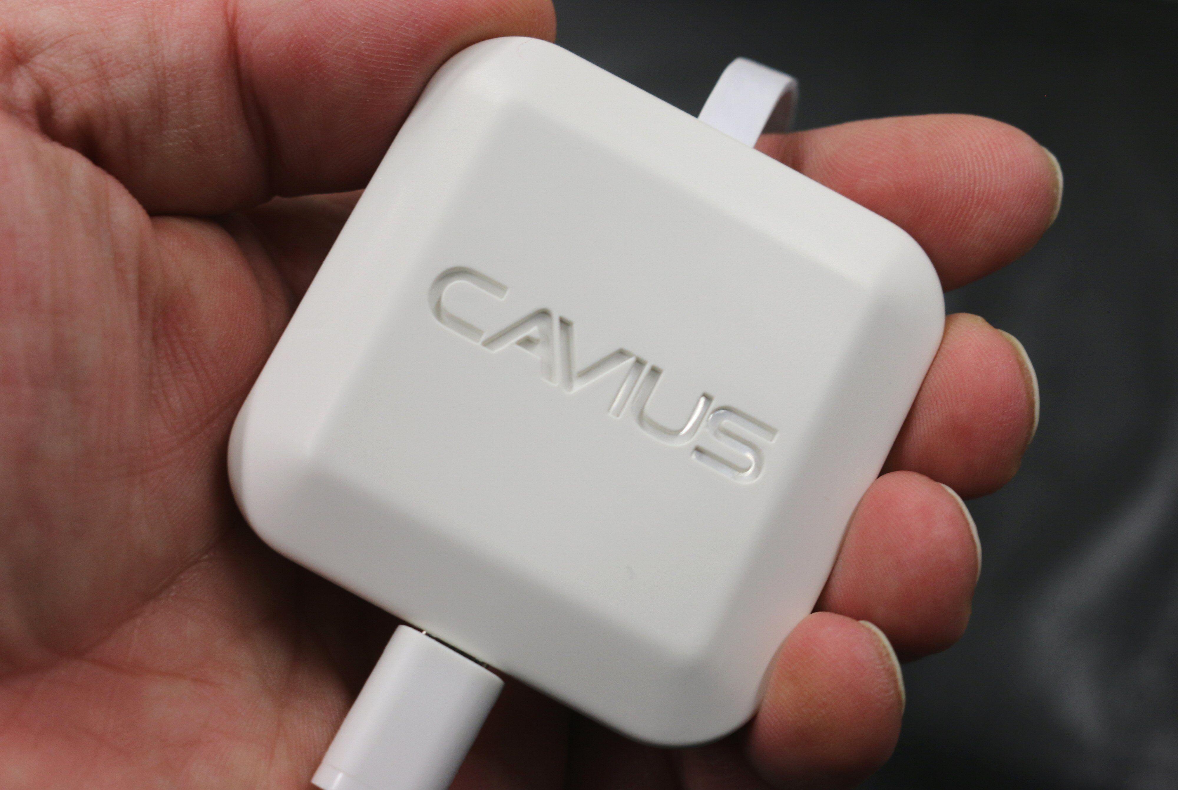 Cavius-huben er liten, men trenger selvsagt strøm og en LAN-port å plugges i.
