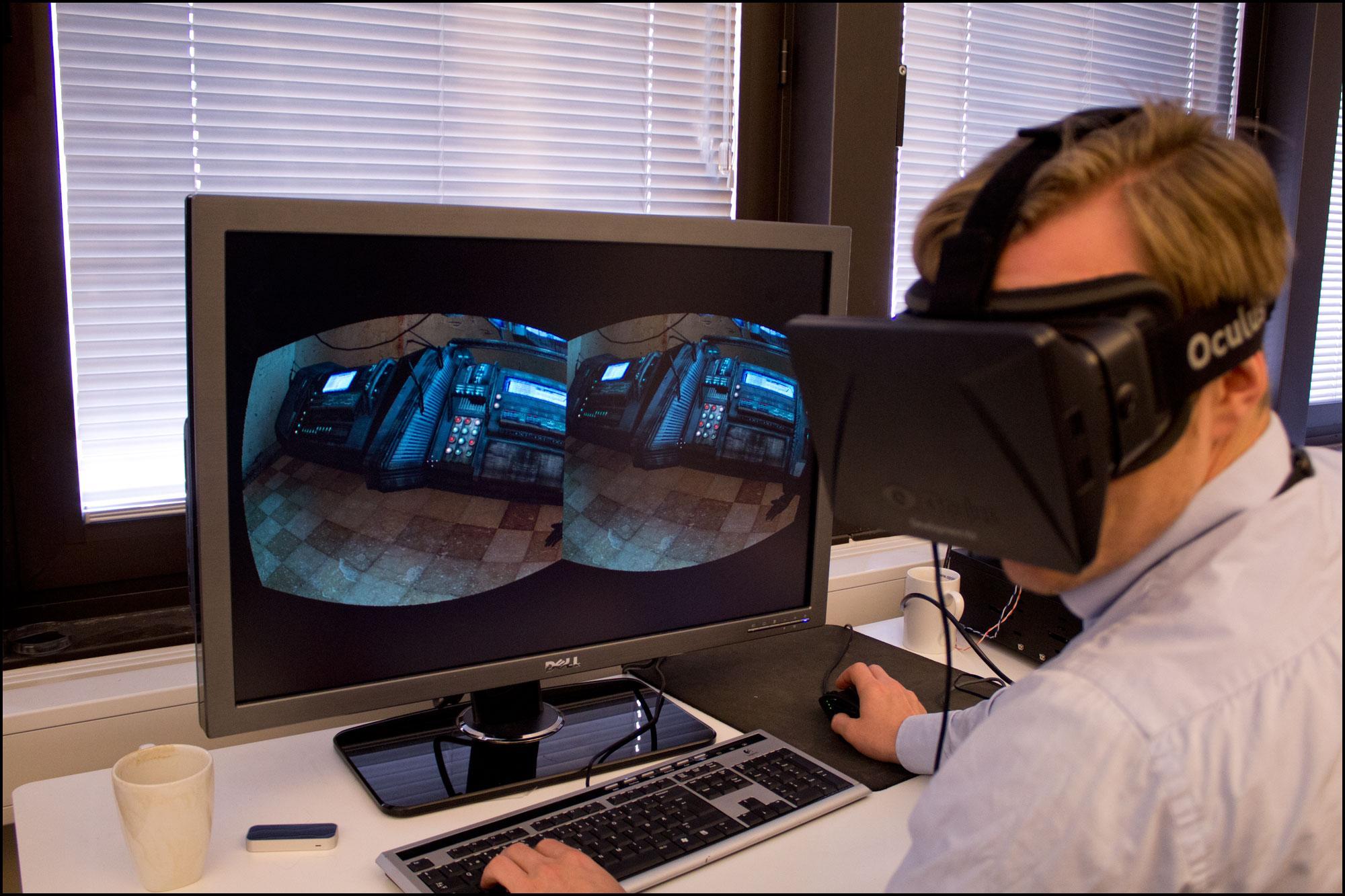 Å titte seg over skulderen i et dataspill har aldri vært så naturlig, men det var rart at det ikke sto en kollega der – siden vi hørte ham så tydelig...Foto: Jørgen Elton Nilsen, Hardware.no