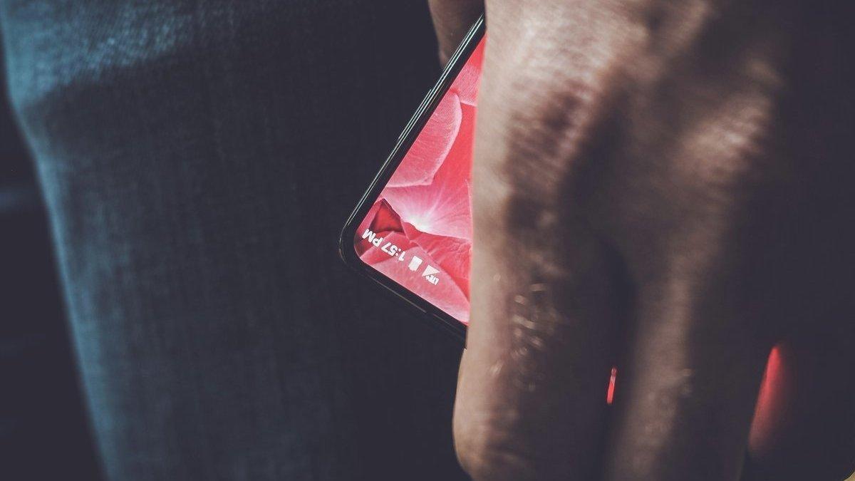 Dette er det første teaserbildet av Rubins nye mobil.
