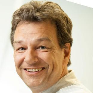 Helge Weman er professor i nanoelektronikk, og en del av teamet som laget halvledere på grafén. Foto: Kai T. Dragland, NTNU.