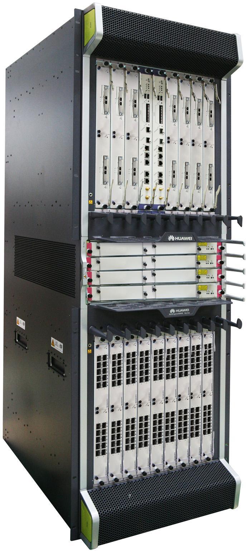 Her kan man se syv stk 200G IP line card av typen 2 x 100 Gbit/s i øverste rekke.ni stk av typen 20 x 10 Gbit/s huser nederste rekke.