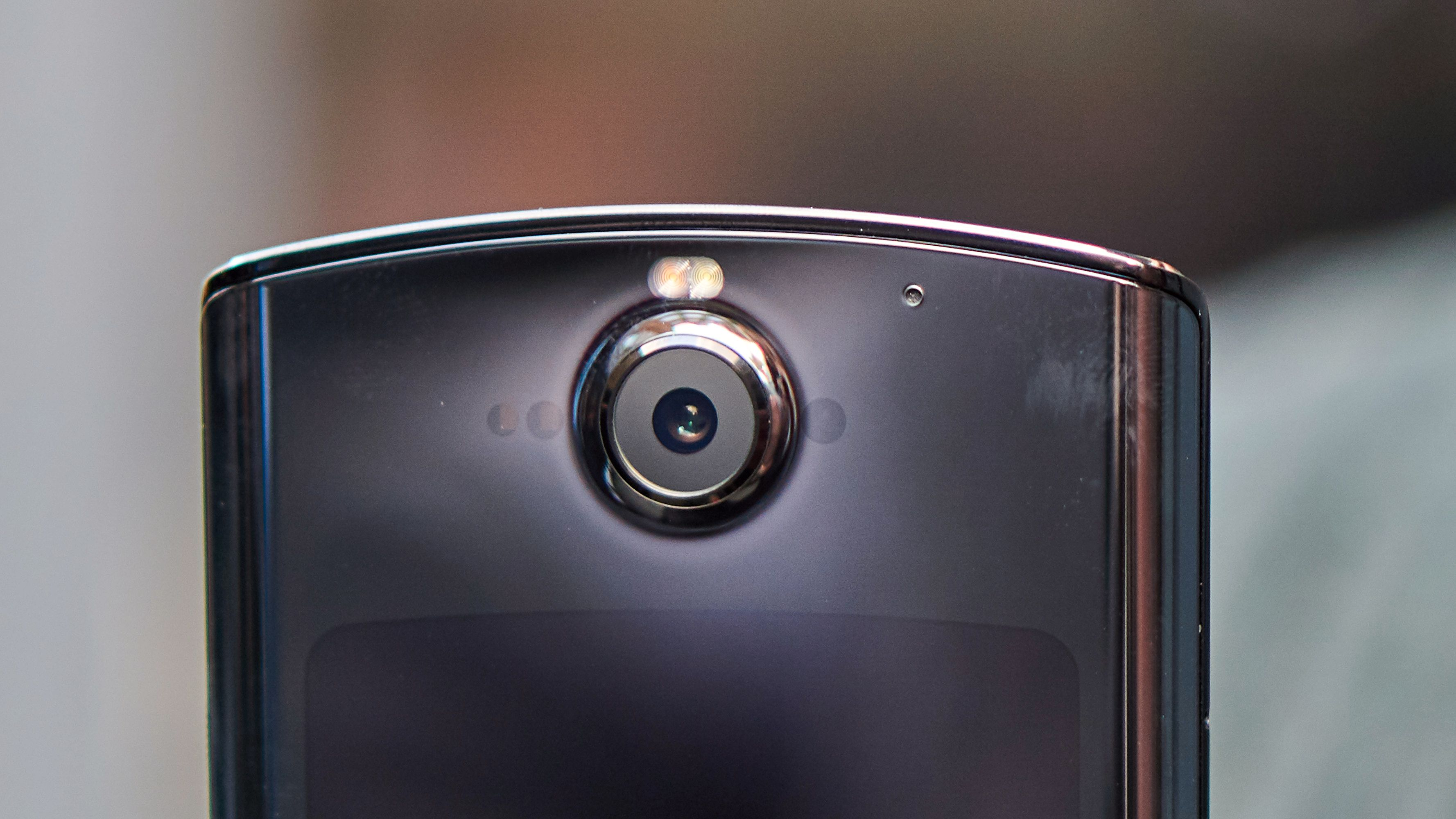 Hovedkameraet har også en Time of Flight-sensor skjult under glasset.