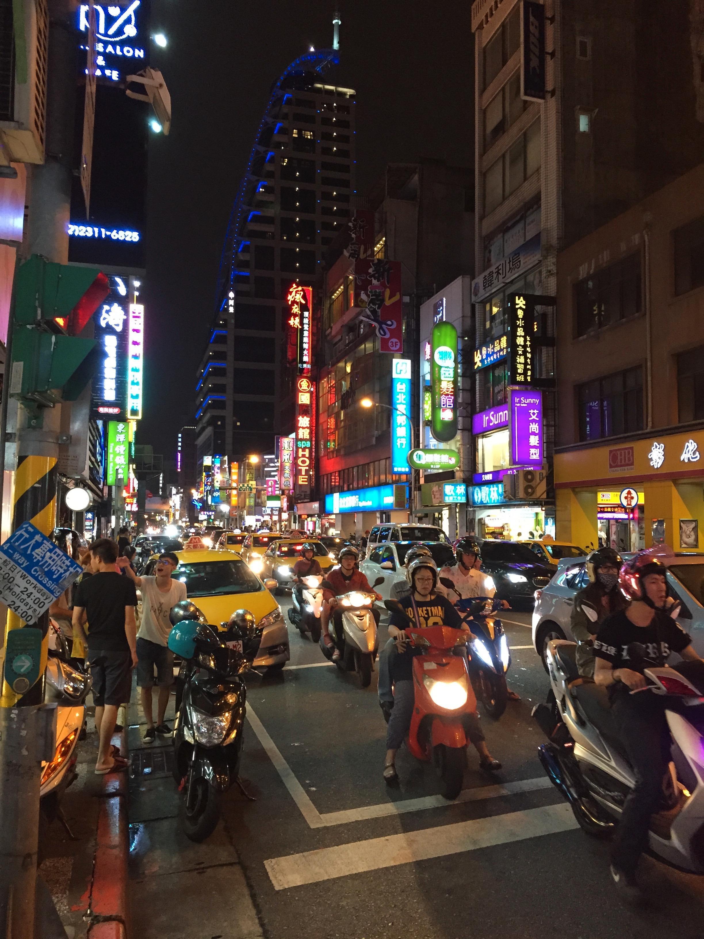 Taipei by night – kvelden før det hele braker løs. Foto: Kurt Lekanger, Tek.no