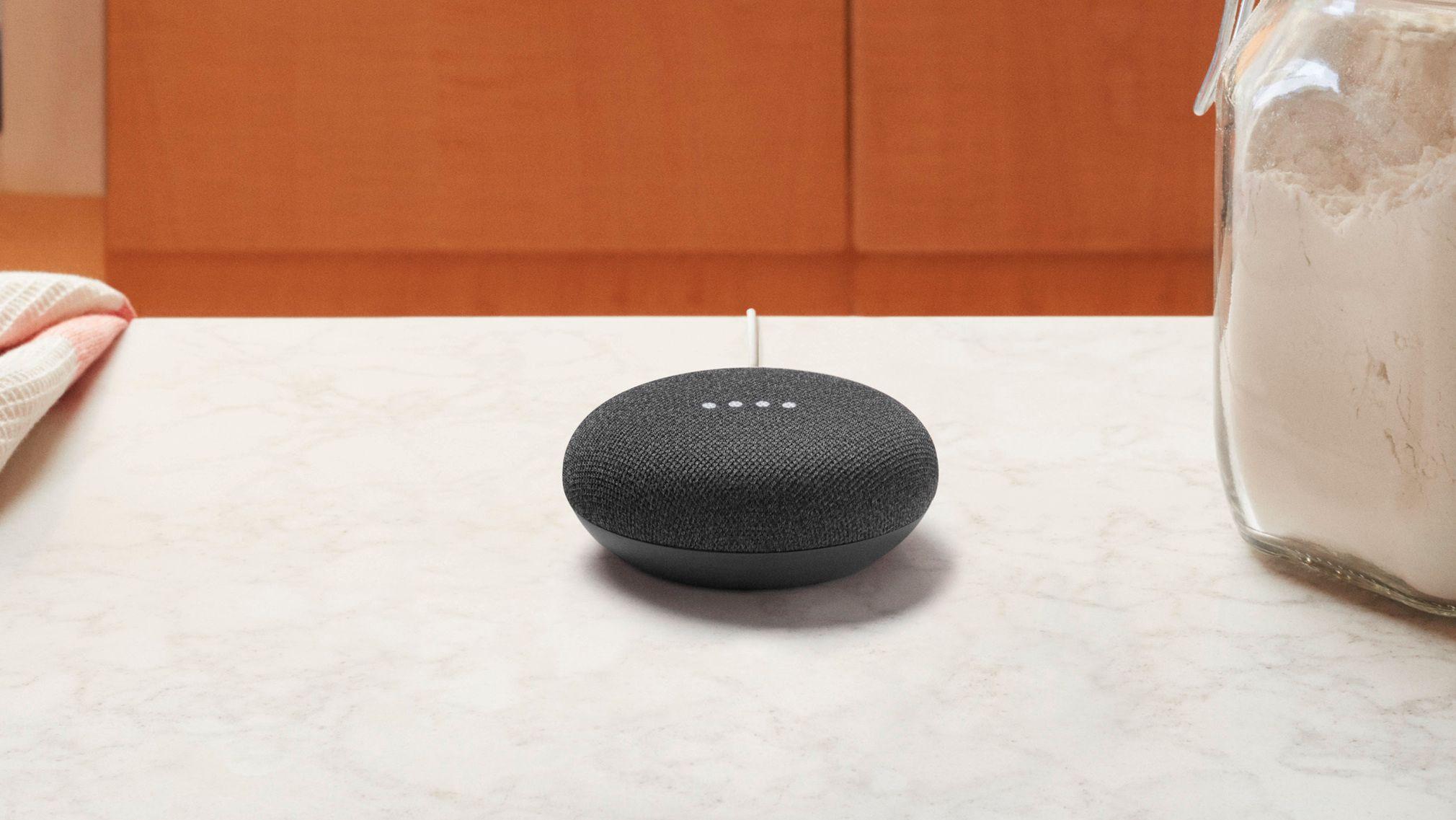 Slik ser Google Home Mini ut. Du vil neppe spille så mye musikk fra den, men størrelsen gjør den veldig plasseringsvennlig.