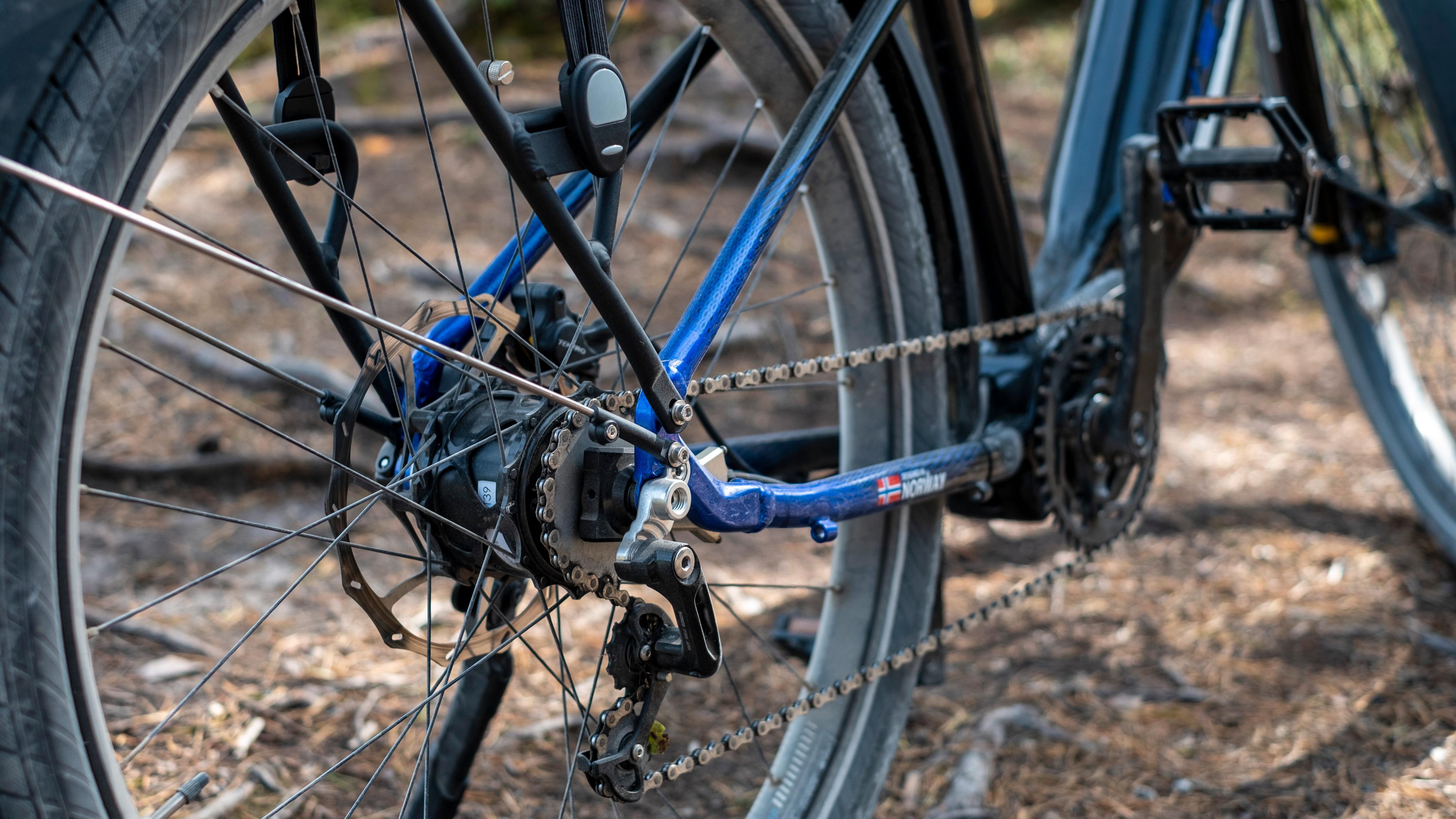 Et helt spesielt norsk girsystem har fått plass i testsykkelen. Vi får vite at enkelte av delene i vår sykkel er 3D-printet og at enda bedre deler vil dukke opp i utsalgsmodellen - men i praksis merket vi ikke nevneverdig til denne «uferdigheten».
