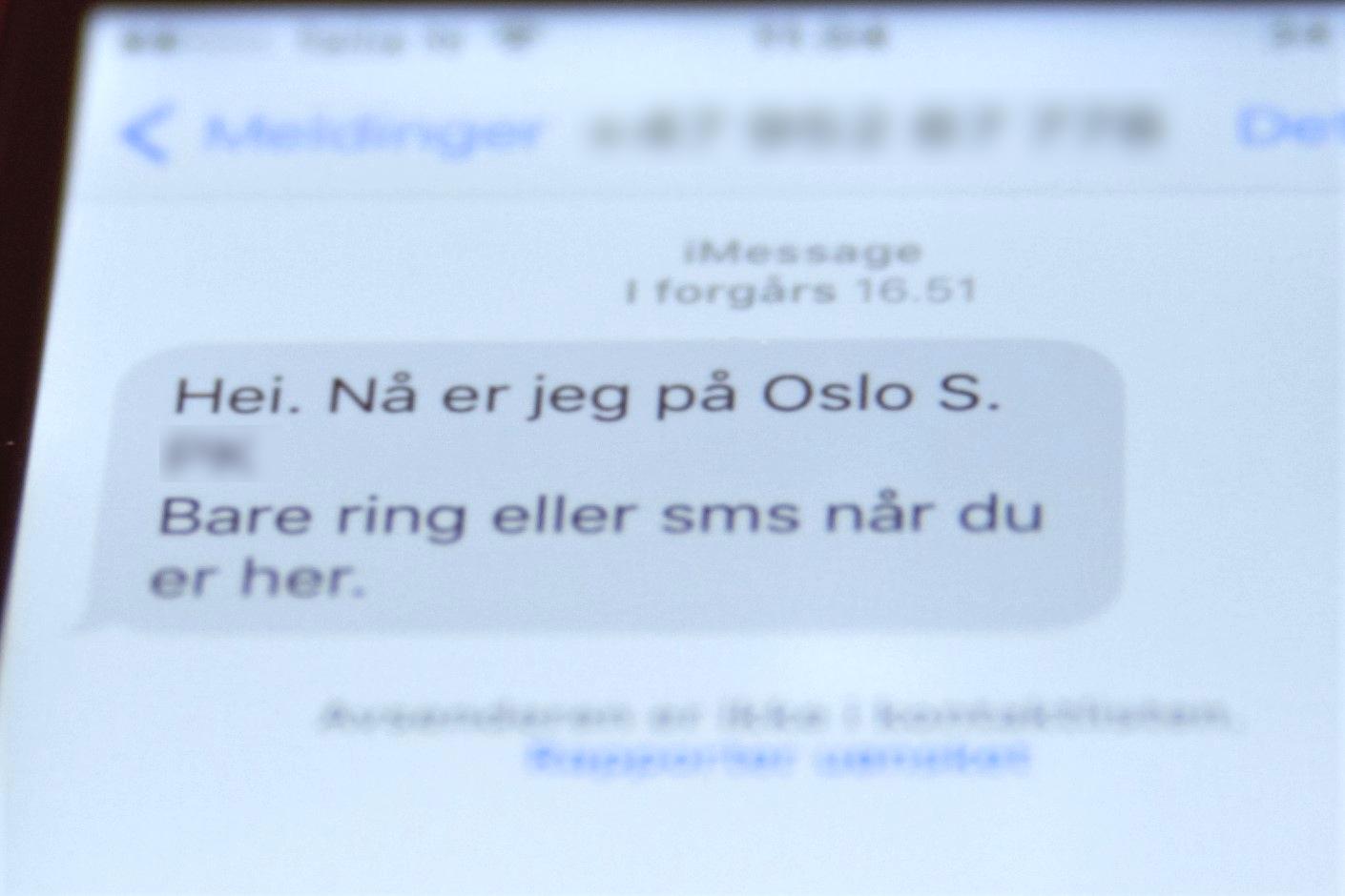 Spenningen er til å ta og føle på da vi entrer avgangshallen i Oslo S.