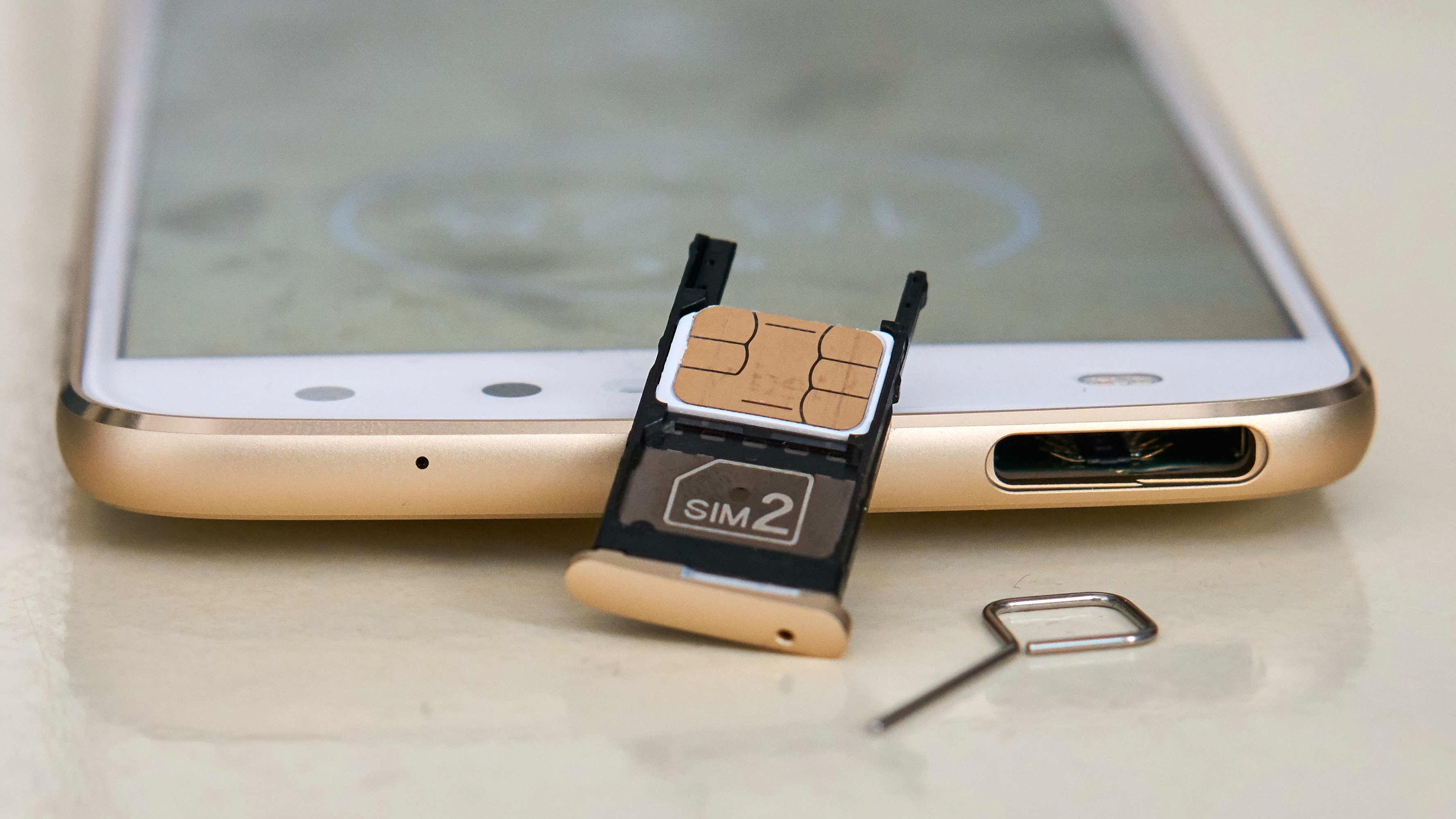 Her får du inn både to SIM-kort og et minnekort samtidig.