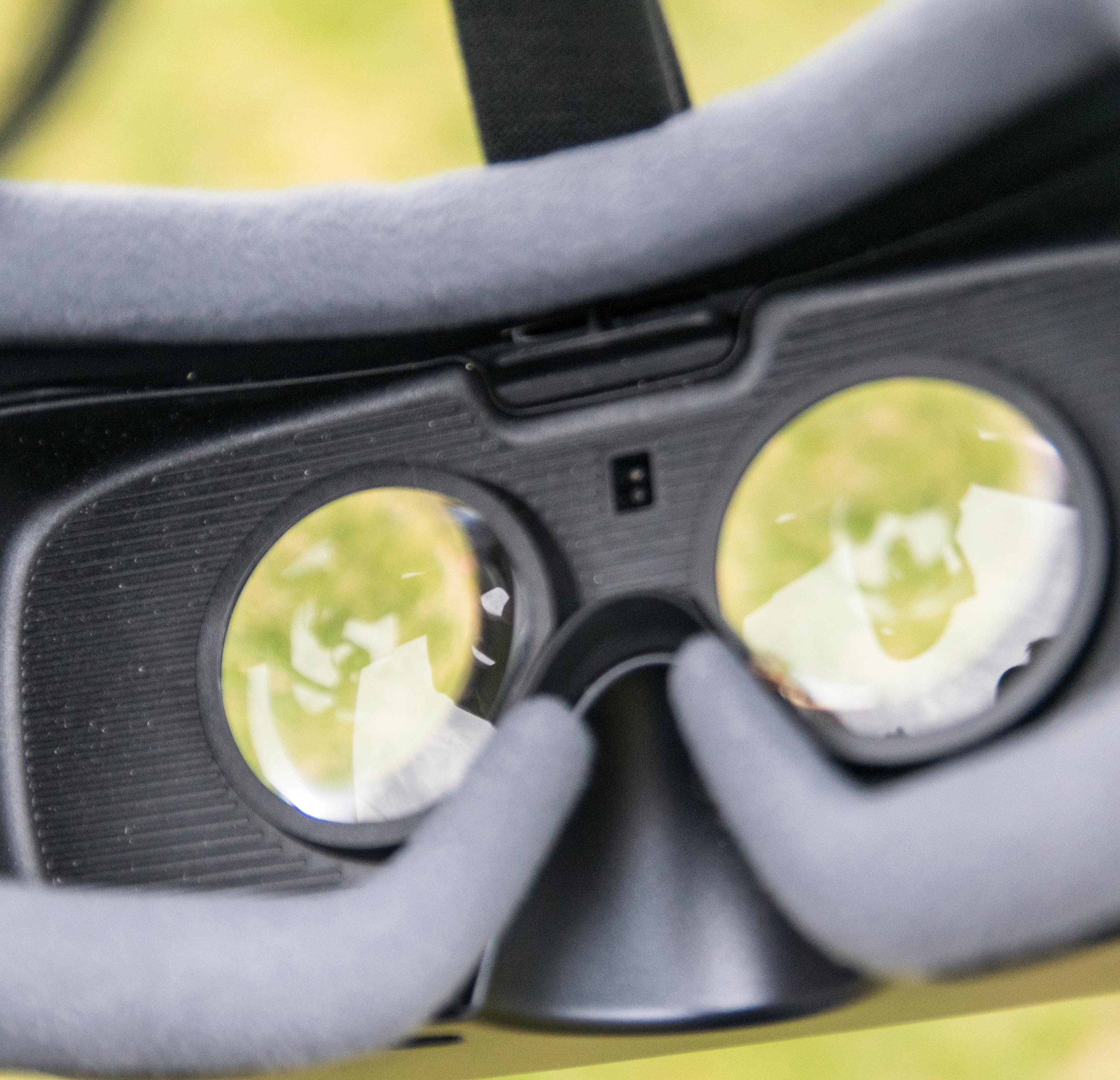 Den nye brillen er svart på innsiden. Ellers har det ikke skjedd store endringer.