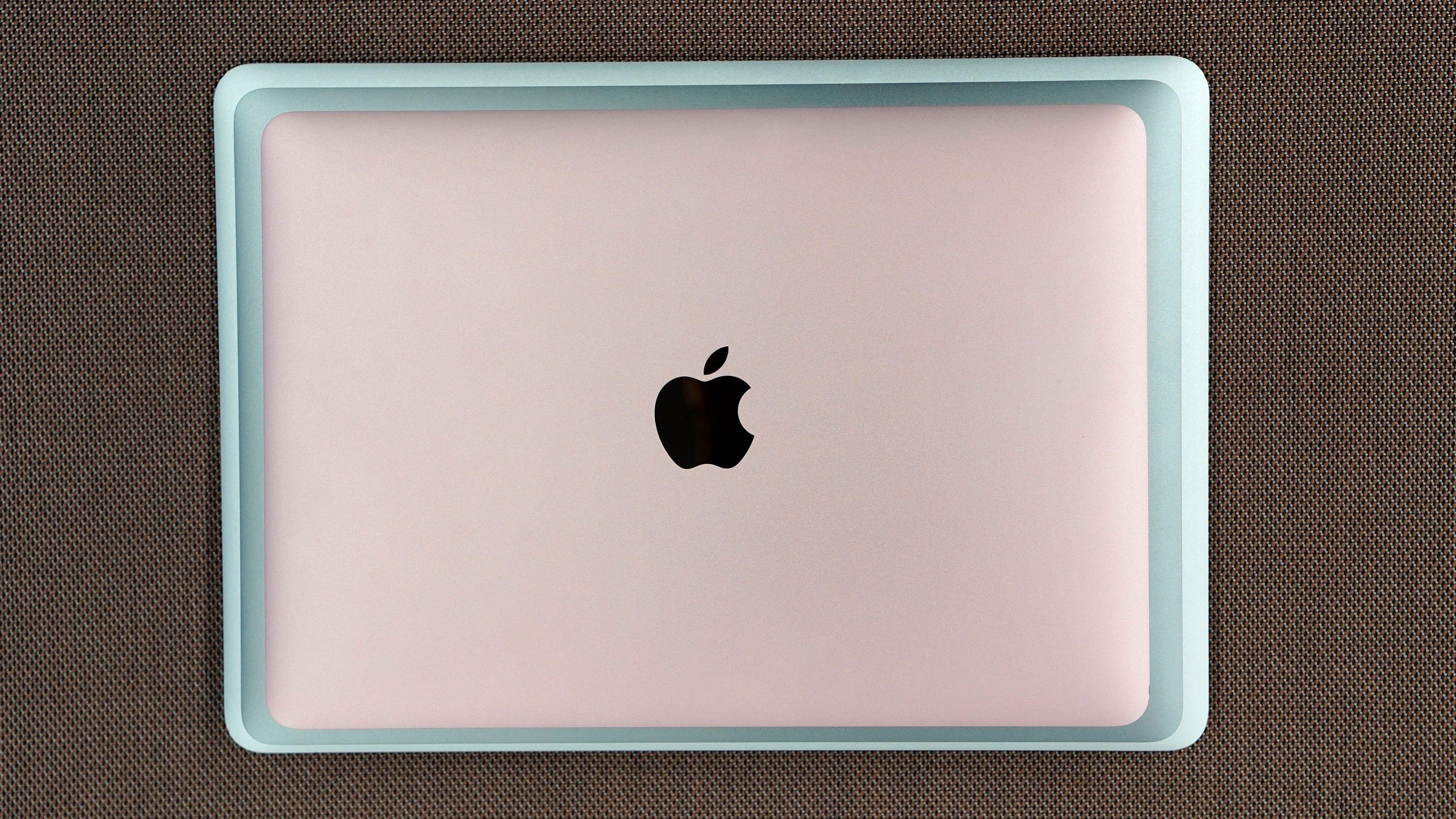Fra topp til bunn: MacBook, nye MacBook Air, gamle MacBook Air.