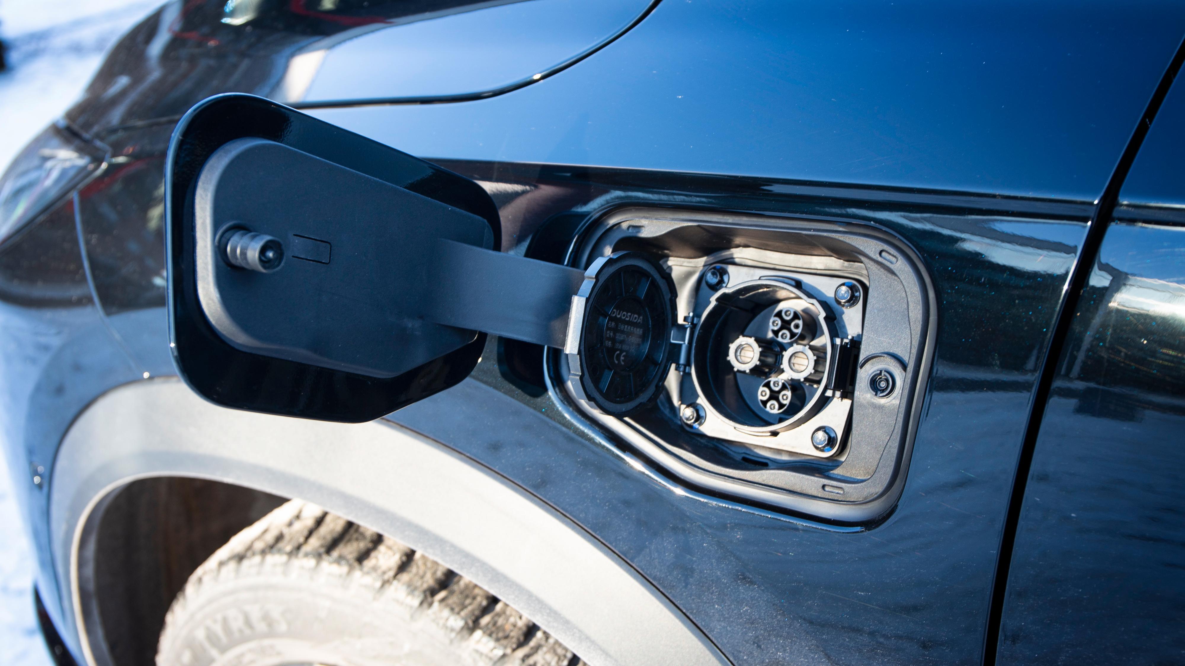 Xpeng har Chademo-port for hurtiglading foran på førersiden. En type 2-port sitter på motsatt side.