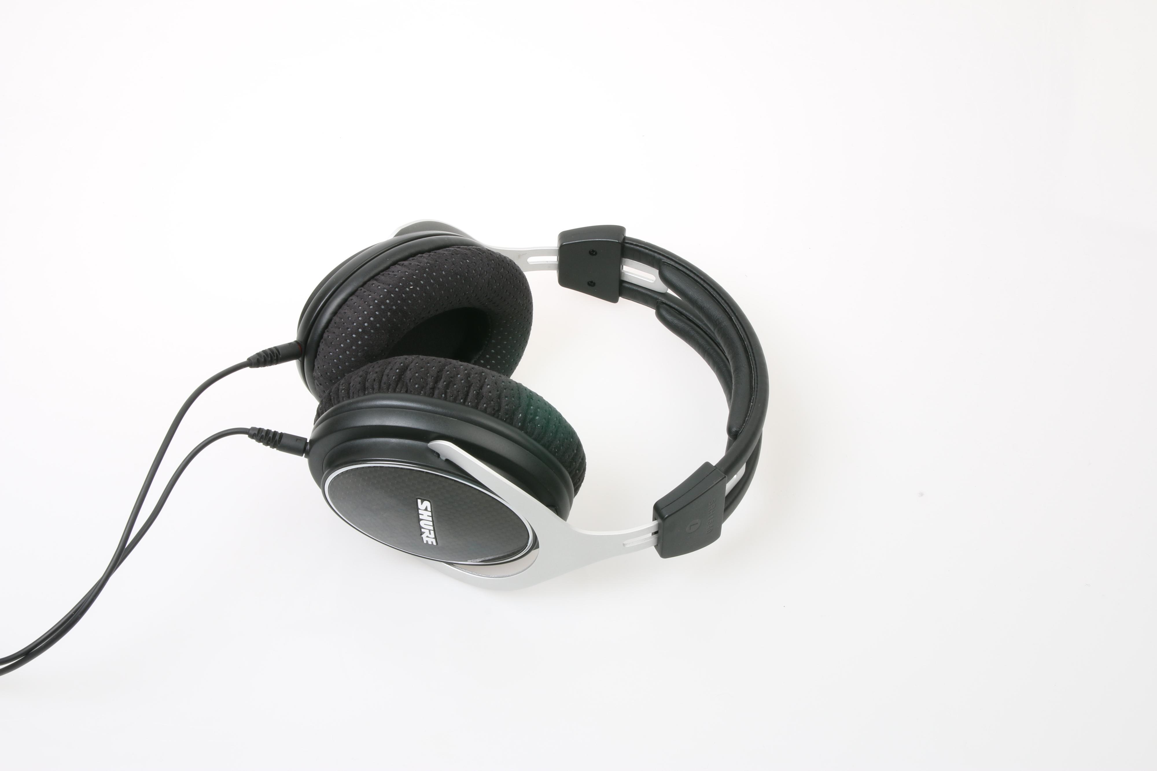 Shure SRH1540 er meget behagelige å ha på seg. Foto: Ole Henrik Johansen / Tek.no