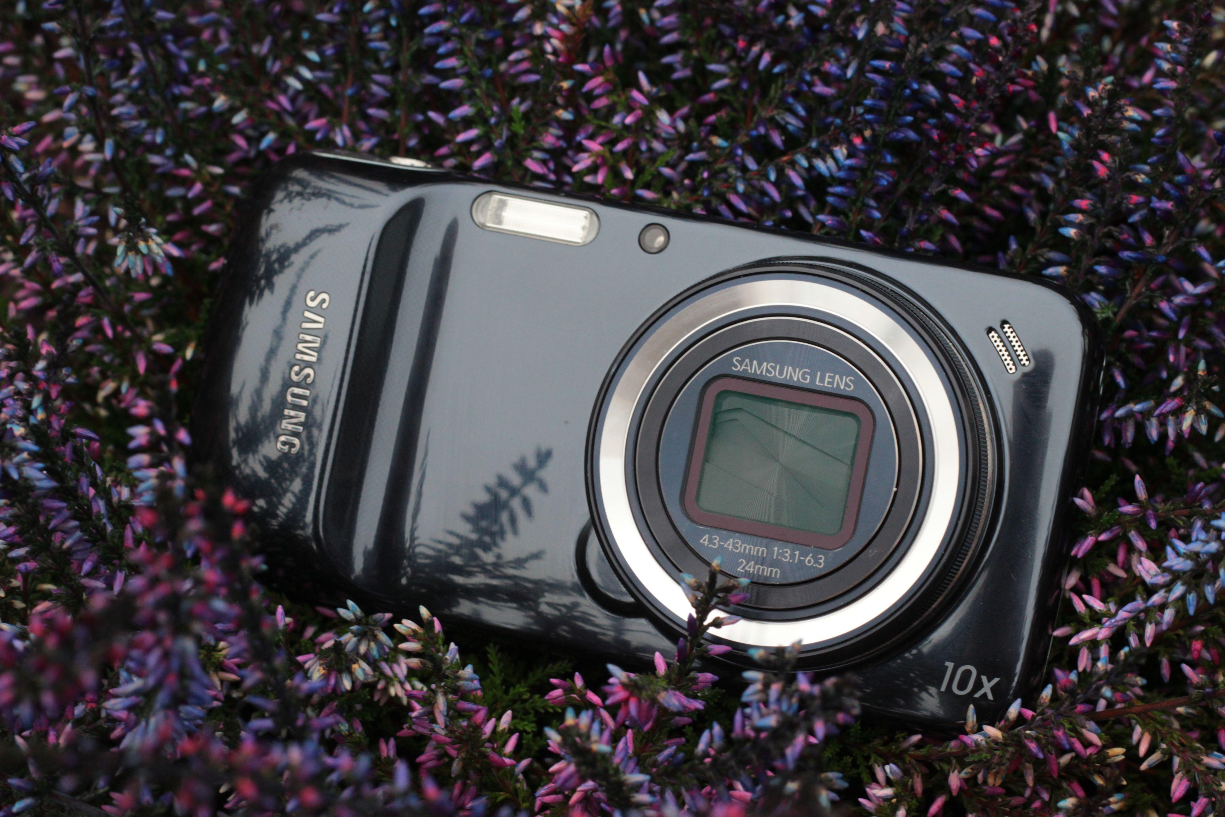Galaxy S4 Zoom ble ett av årets merkeligste mobilprodukter. Til neste år vil vi se langt flere slike hybrider.Foto: Kjersti Stuestøl/Akam.no