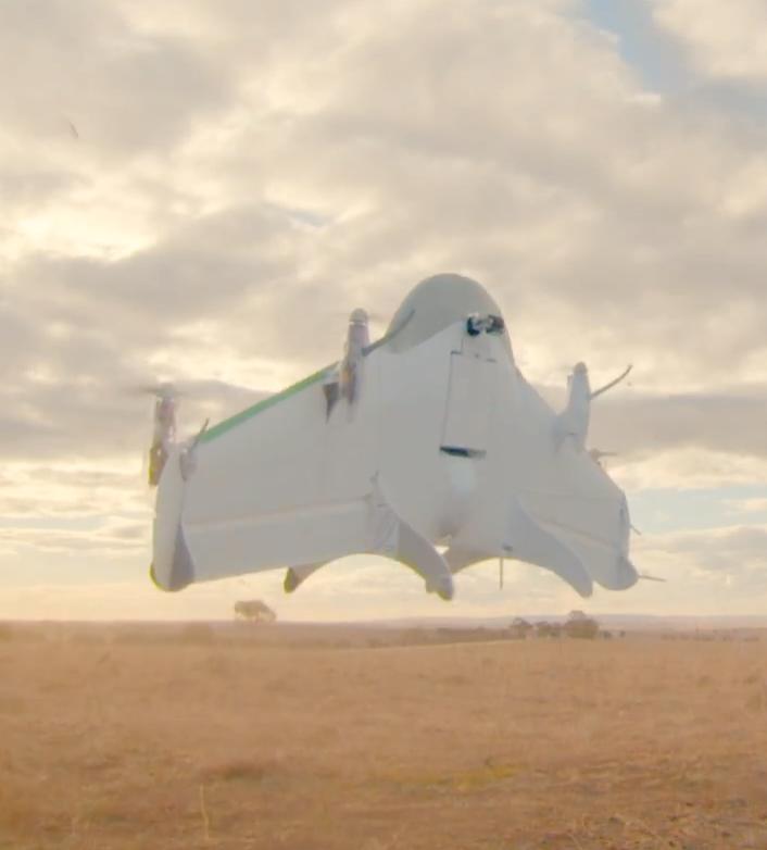 Google Wing tar av fra bakken og kan lande, men pakker firer den ned via en vaier.Foto: Google