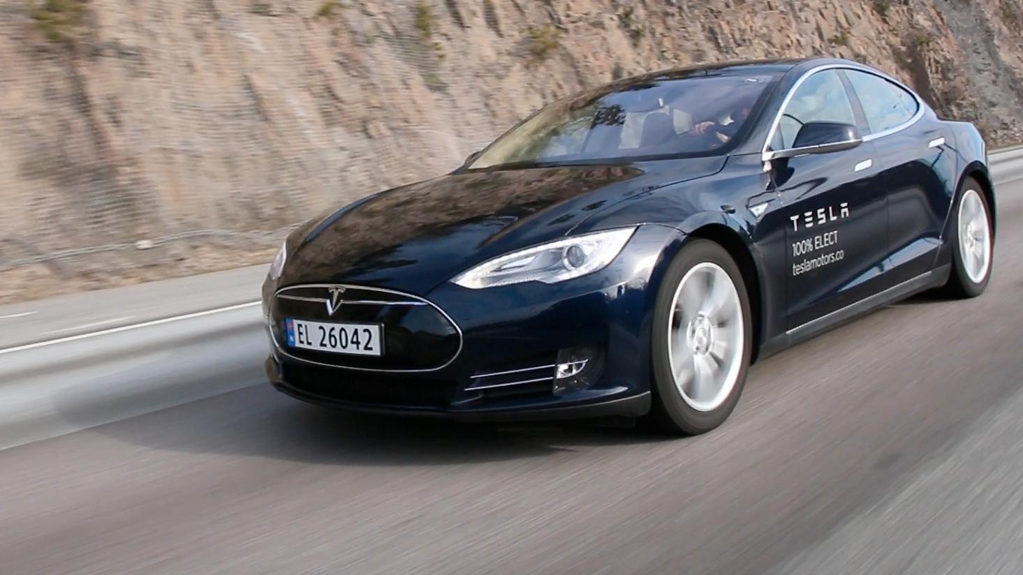 Tesla Model S' autopilot er kun tre måneder unna
