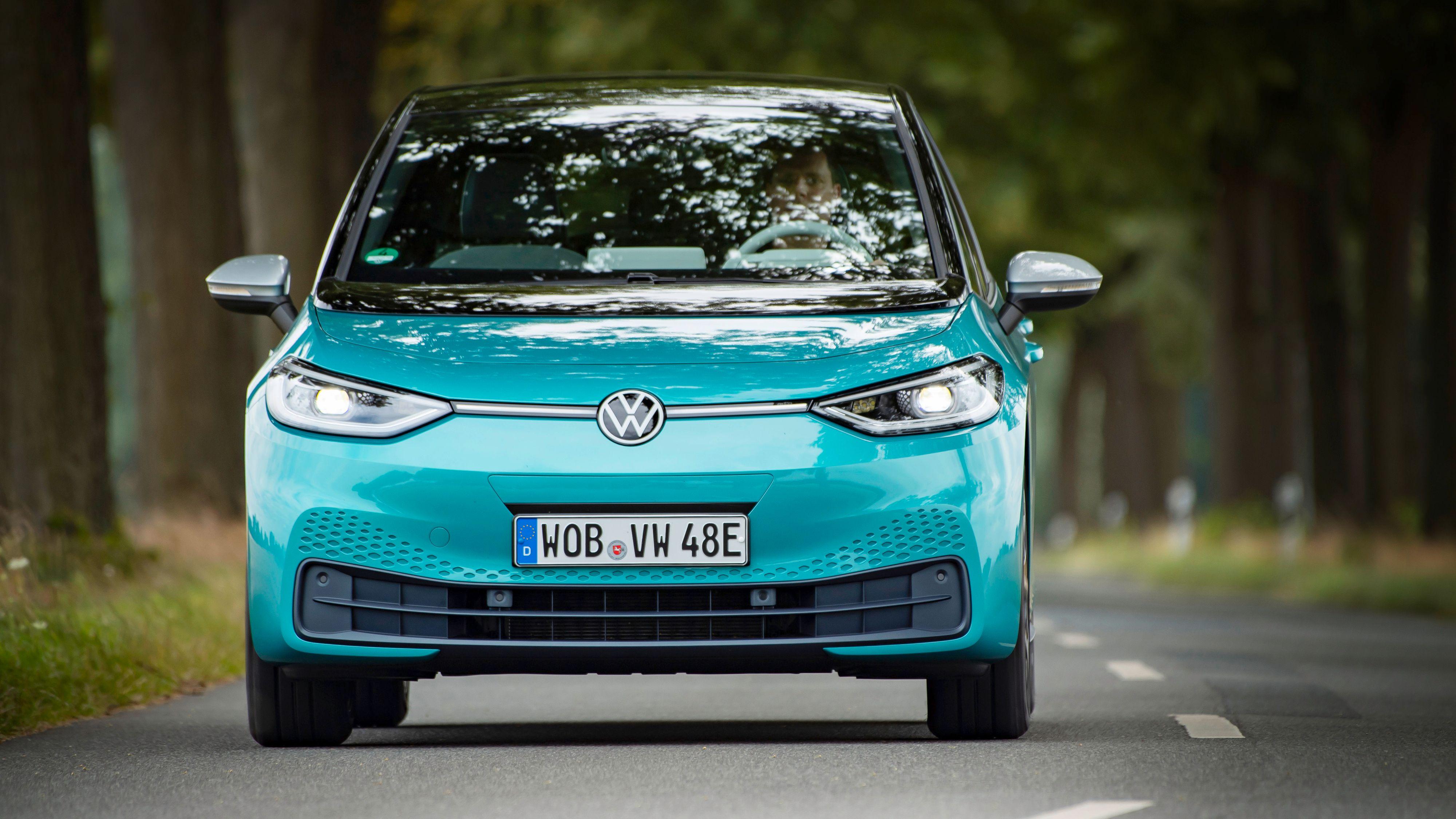 Volkswagens ID.3 1st er nå ferdigprodusert, og vi fikk anledning til å kjøre den i Tyskland. Leveransene til kunder starter neste måned.