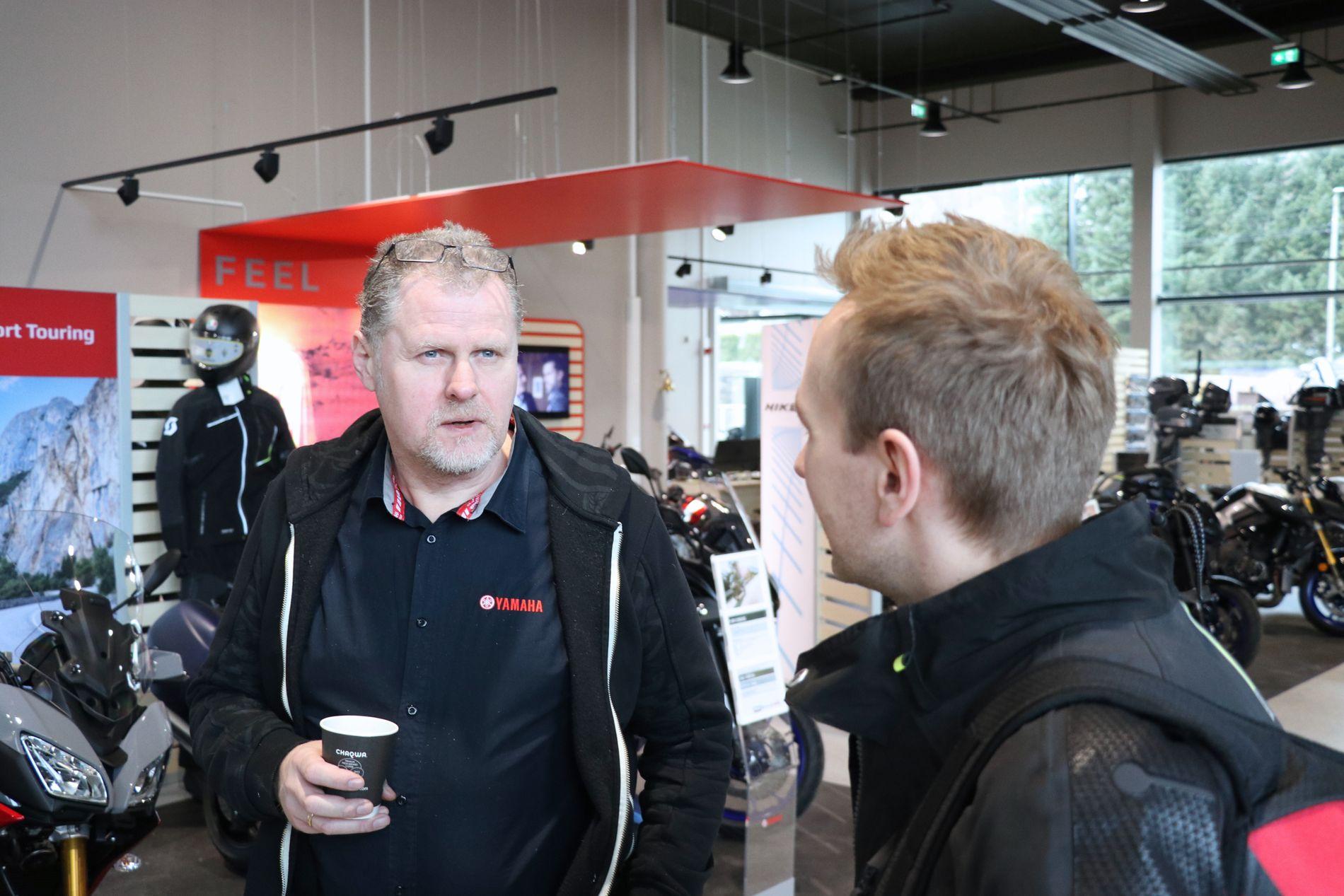 STOR INTERESSE: – Vi har faktisk alle aldersgrupper inne i butikken, forteller salgssjef Geir Hansen hos Yamaha Bergen.