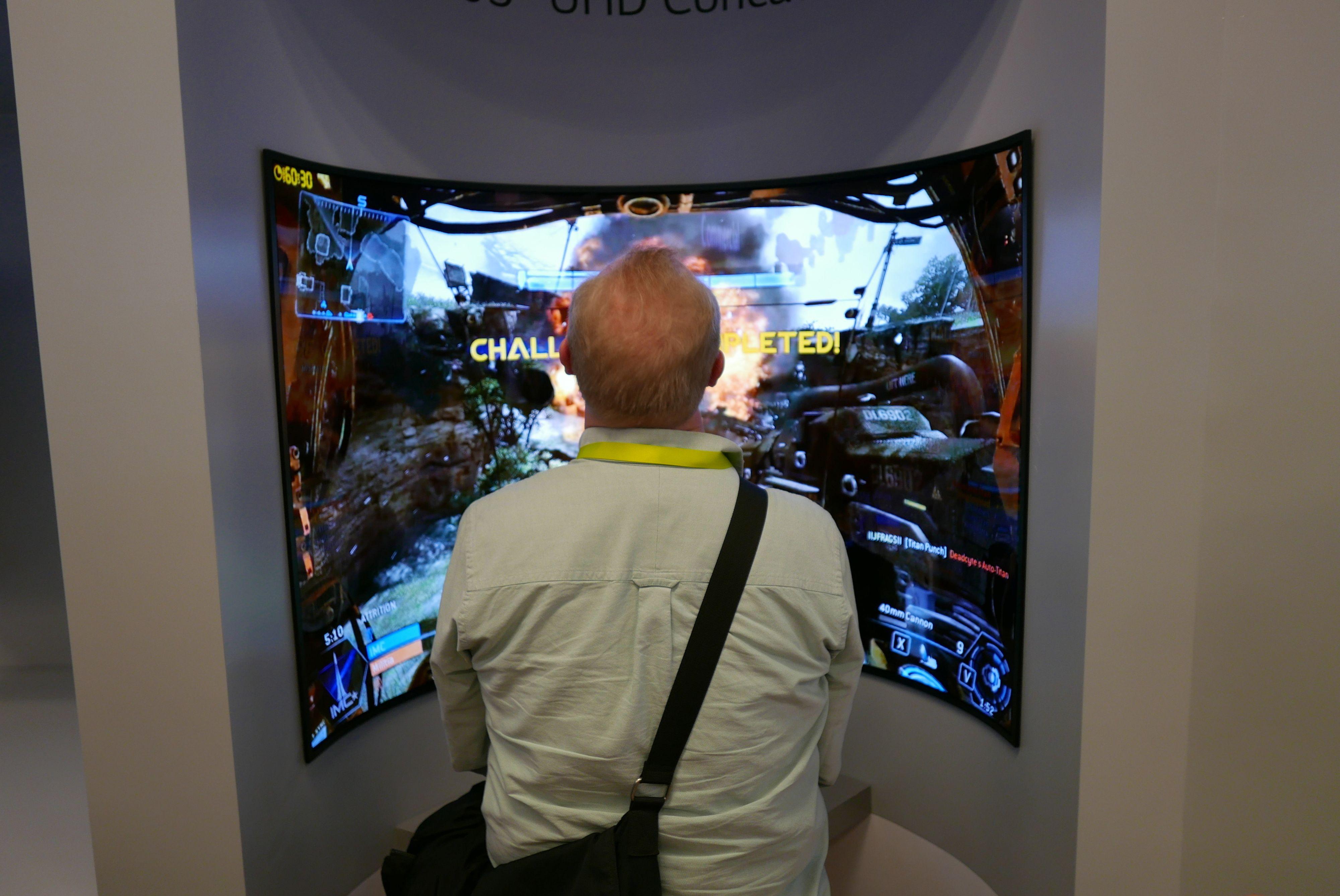 En konkav prototype var et friskt pust som spill-skjerm.