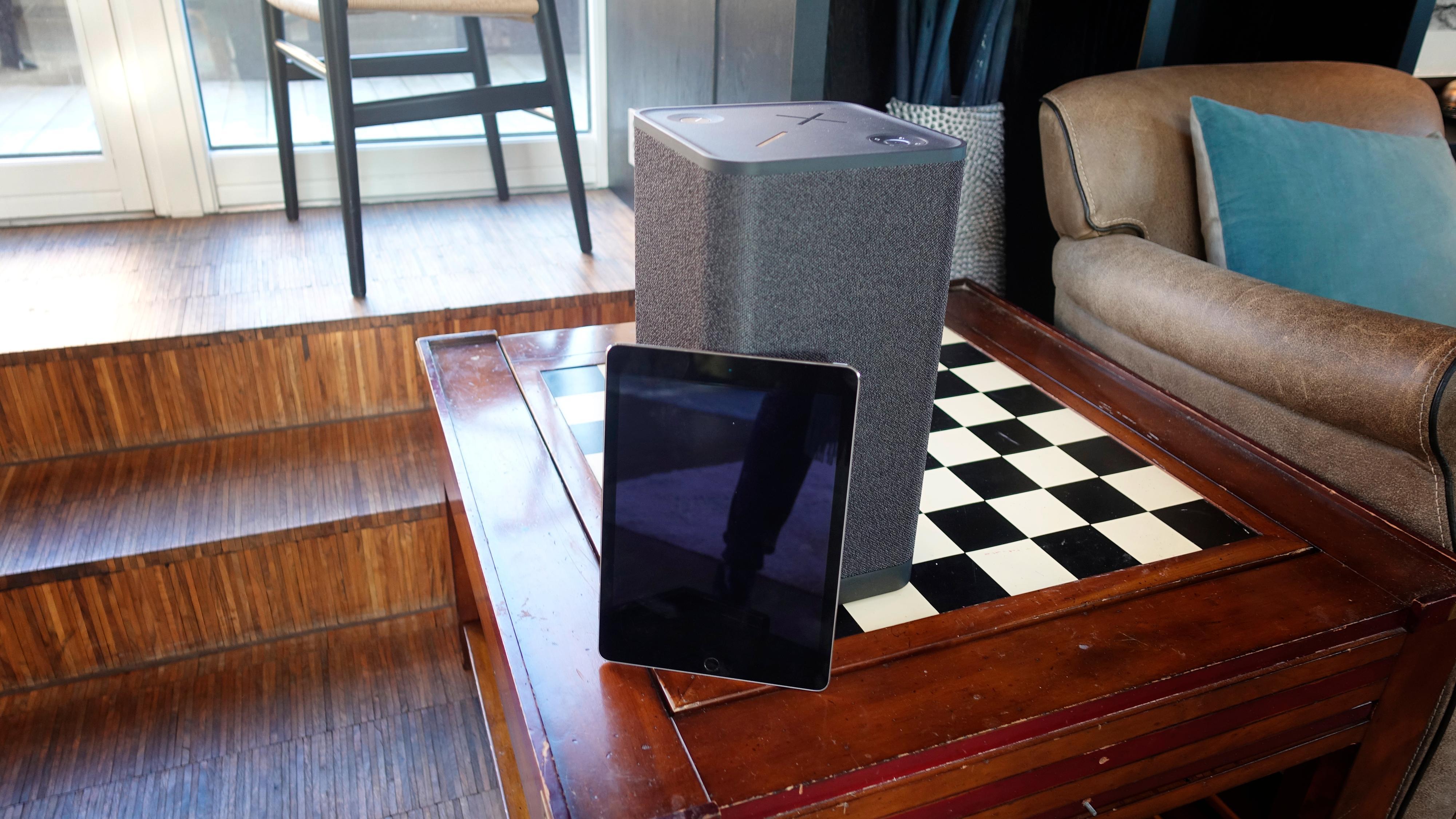 Hyperboom med en vanlig 9,7-tommers iPad for skala.