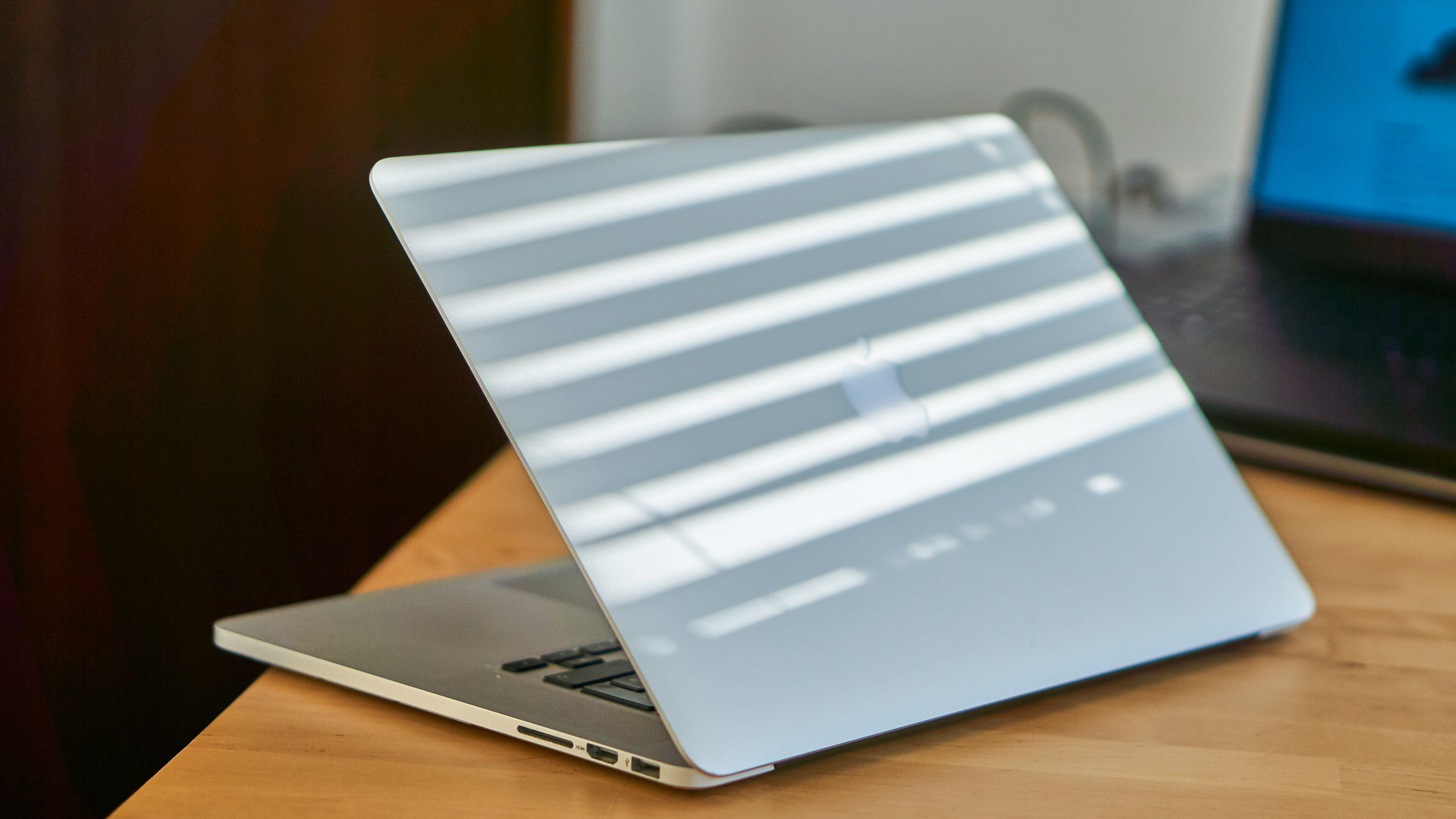 Siste generasjon MacBook med fullstørrelse USB-porter.
