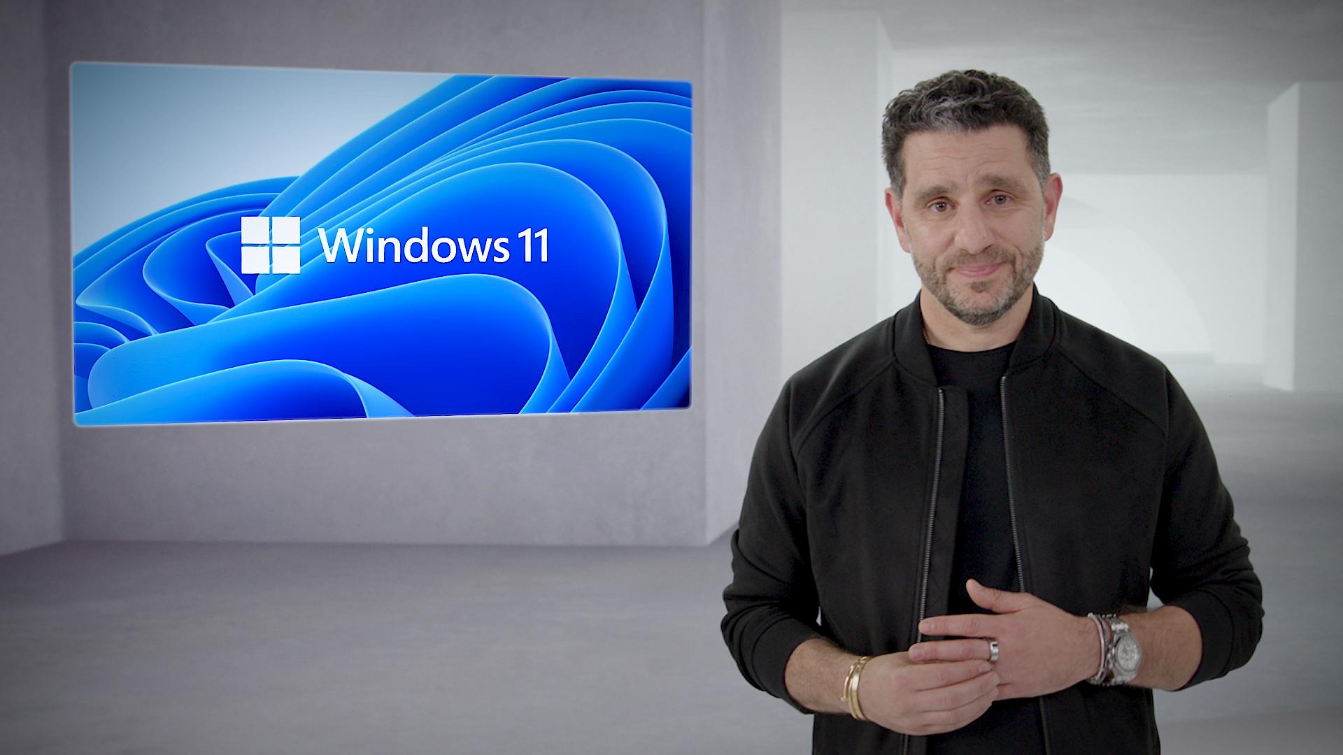 Windows-sjef Panos Panay var i førersetet da Microsoft for alvor dro duken av Windows 11.