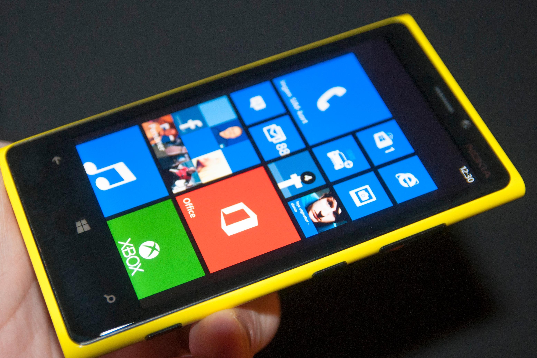 Fikk du Windows-mobilen Lumia 920? Da har du en knallgod mobiltelefon, men har du hatt iPhone eller en Android-telefon før vil du antagelig savne det gode app-utvalget.Foto: Finn Jarle Kvalheim, Amobil.no