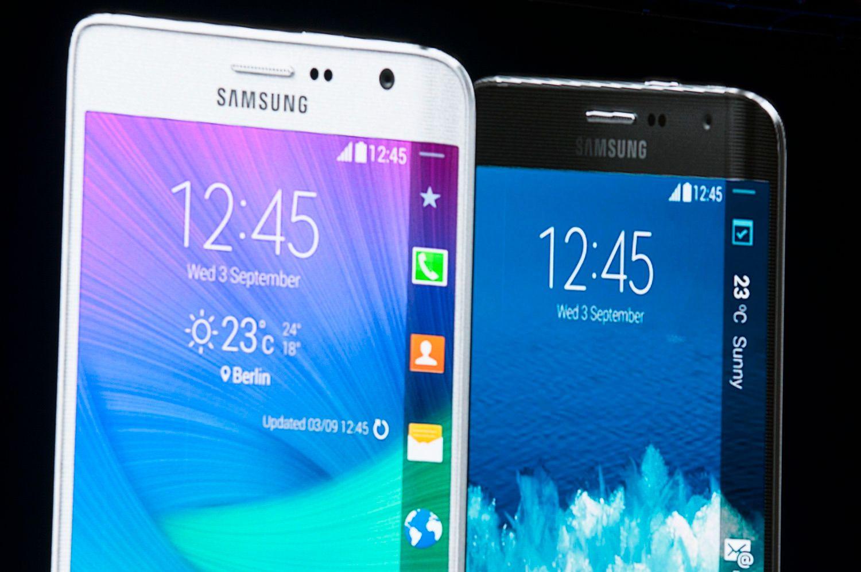 Samsung Galaxy Note Edge. Legg merke til skjermkanten på høyre side, som skrår nedover mot baksiden av telefonen. .Foto: Finn Jarle Kvalheim / Tek.no