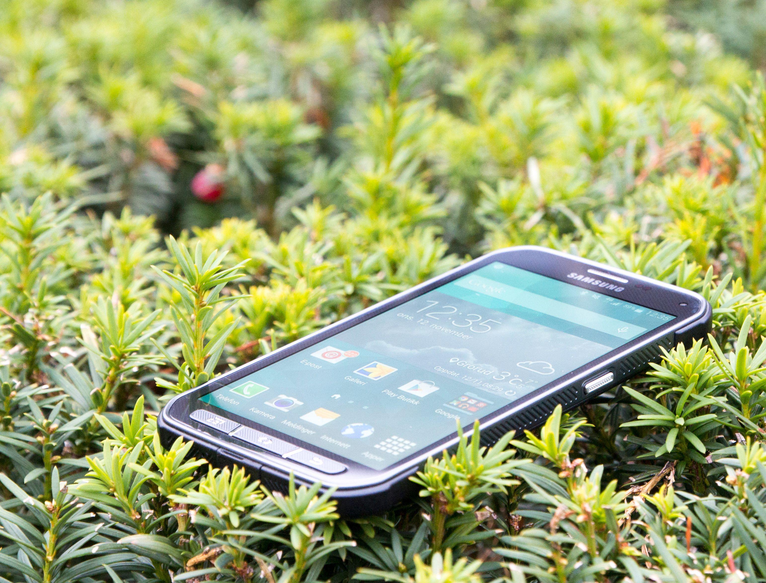 Galaxy S5 Active er vanntett og trives svært godt utendørs.Foto: Kurt Lekanger, Tek.no