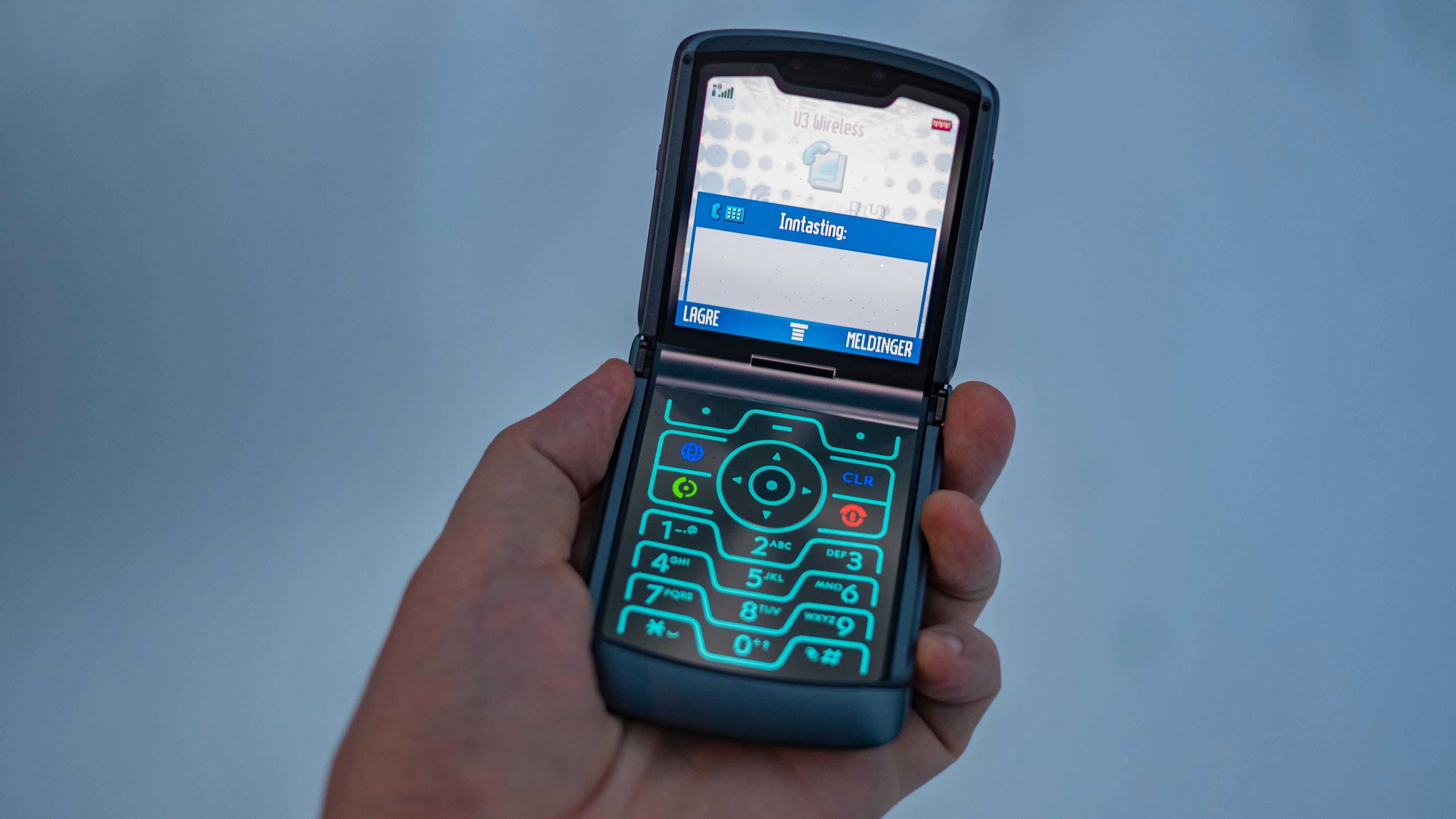En litt bortgjemt funksjon kan få Razr 5G til å etterlikne originalen, Razr V3 fra 2004.