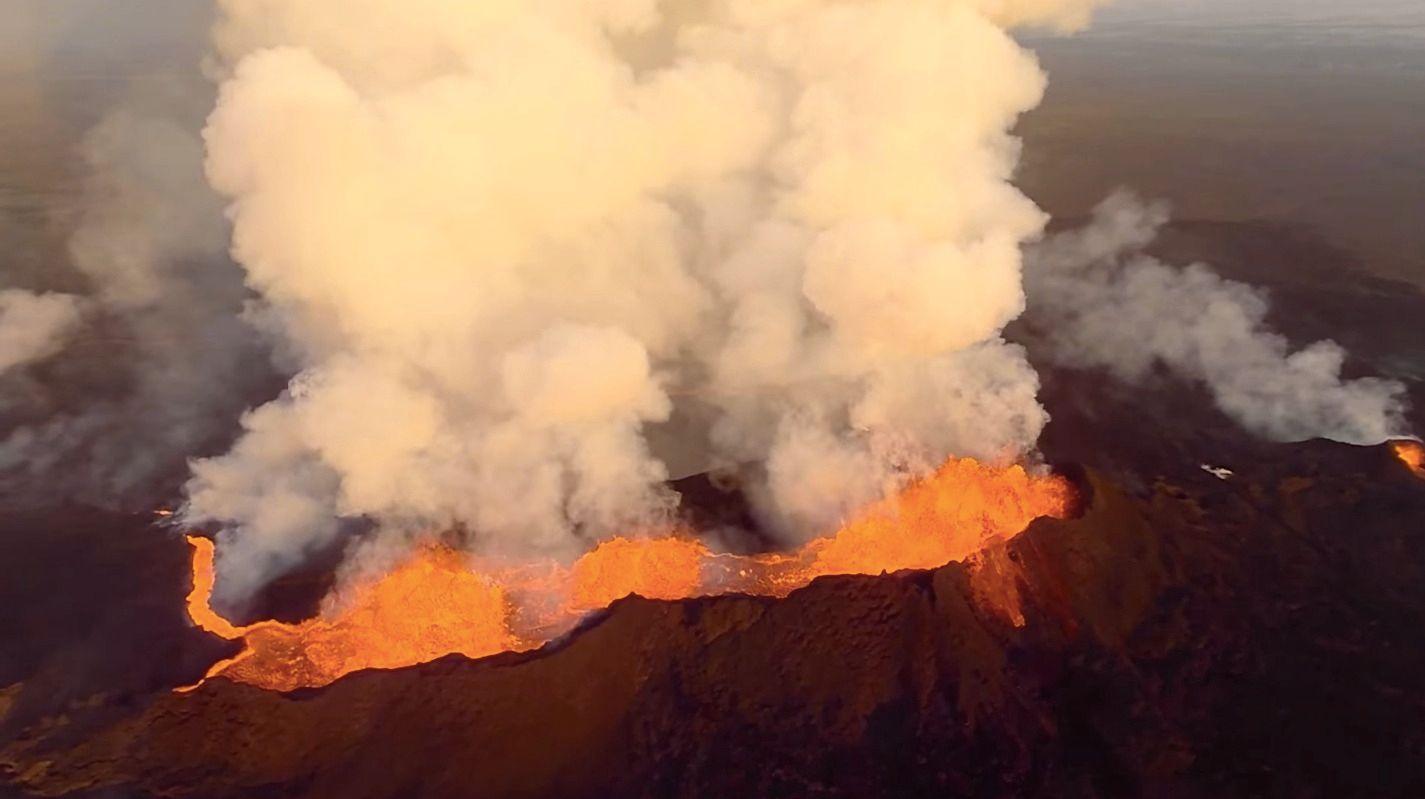 Bárðarbunga, vulkanen som er avbildet, startet sine nåværende utbrudd for en måned siden.Foto: Skjermdump fra YouTube/DJI