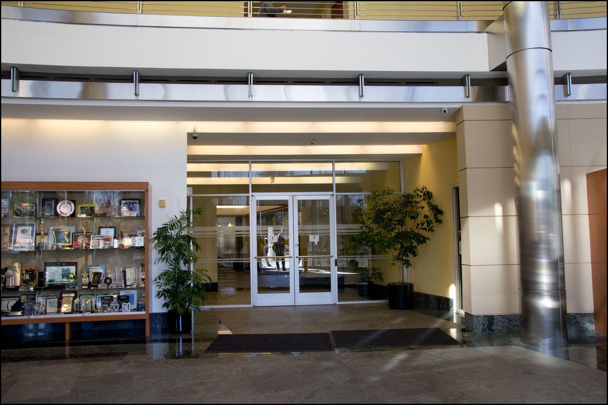 Døren som leder inn til hjertet av Nvidias hovedkvarter fra resepsjonsområdet.