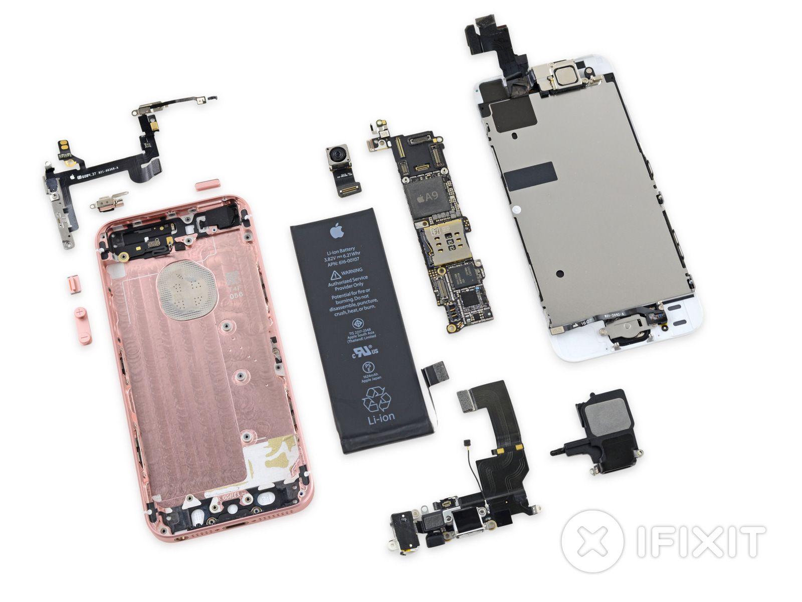iFixit er et av mange nettsteder som gjør fullstendige teardowns av telefoner – som her med iPhone SE.