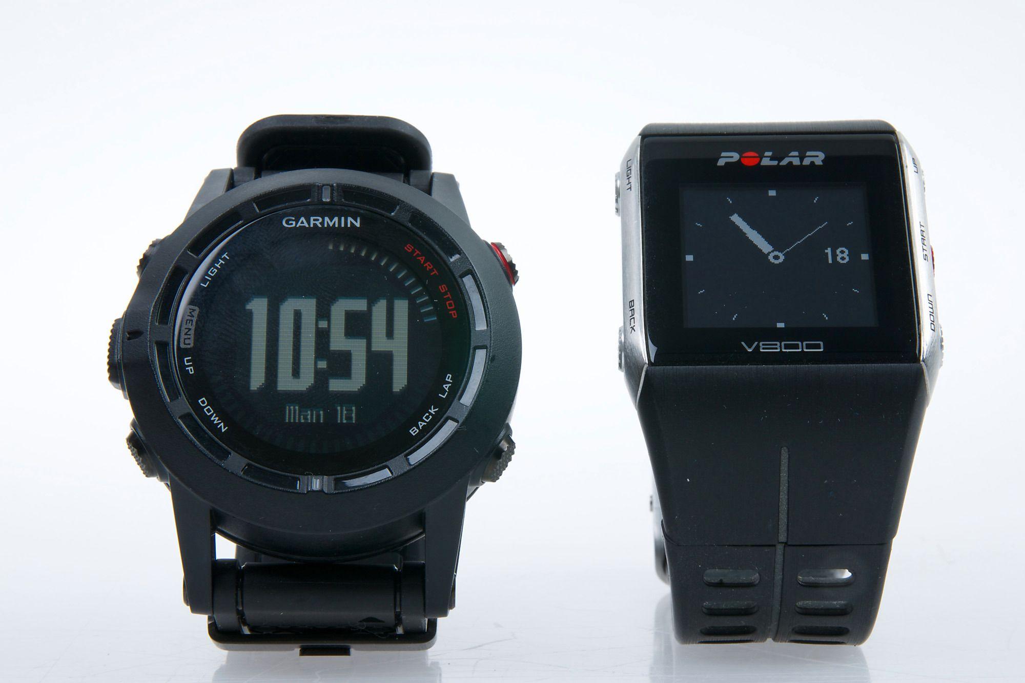 Garmin Fenix 2 har noen flere funksjoner enn Polar V800 (til høyre), men V800 er enklere å bruke og har bedre og mer lettleste informasjonsskjermer.Foto: Kurt Lekanger, Tek.no