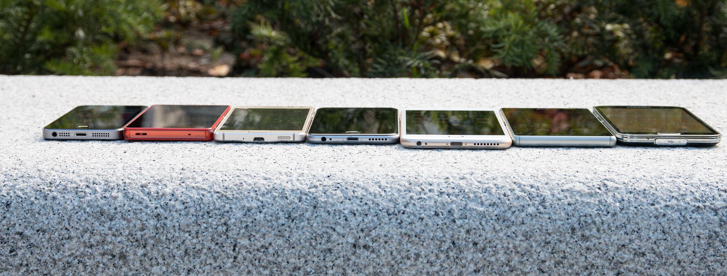 Fra venstre: Apple iPhone 5S, Sony Xperia Z3 Compact, Samsung Galaxy Alpha, Apple iPhone 6, Apple iPhone 6 Plus, Sony Xperia Z3 og Samsung Galaxy S5.Foto: Jørgen Elton Nilsen, Tek.no