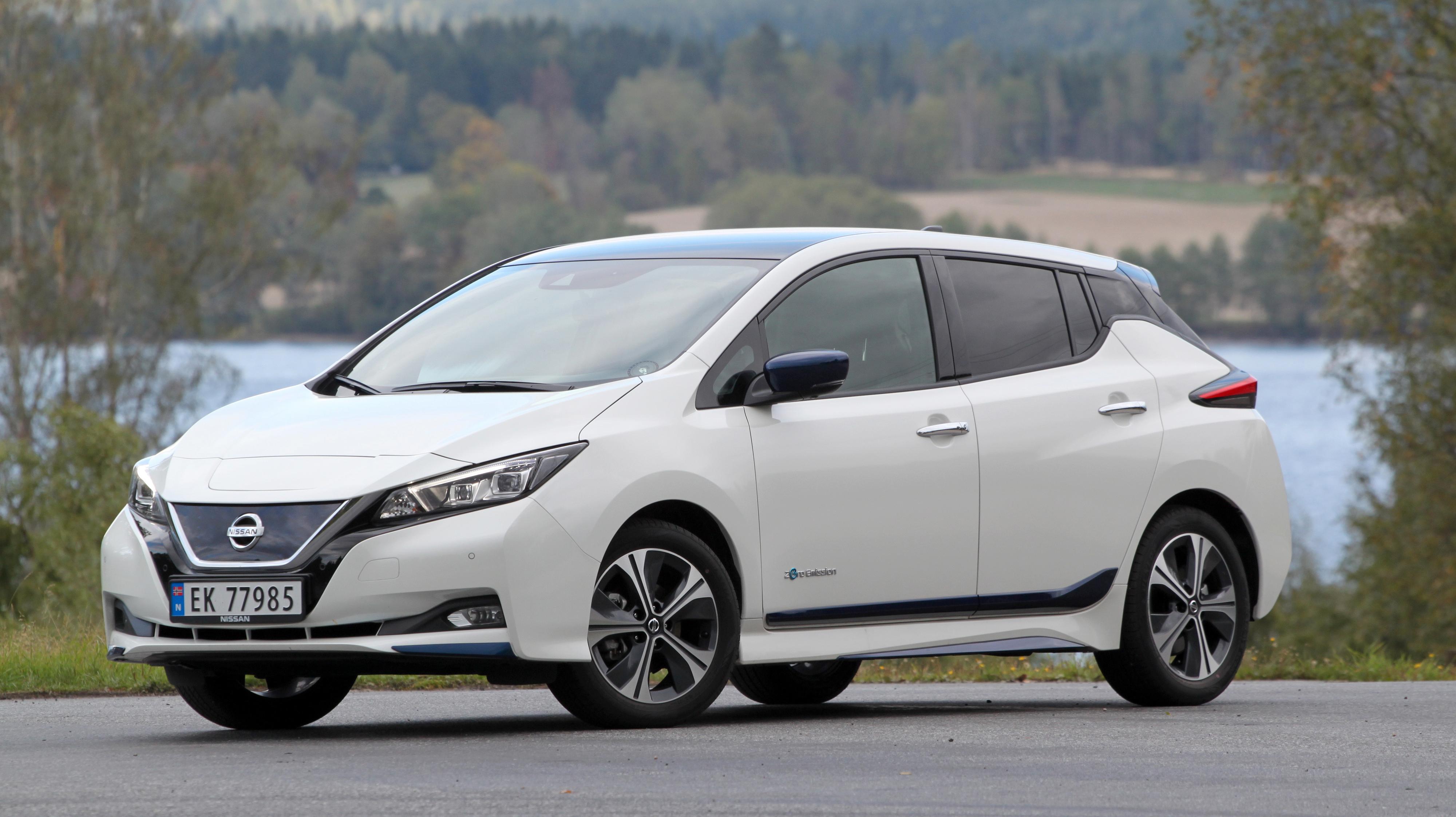 Nissan Leaf har vært mest solgt i mange måneder på rad, men må se seg slått av Tesla Model X i september.