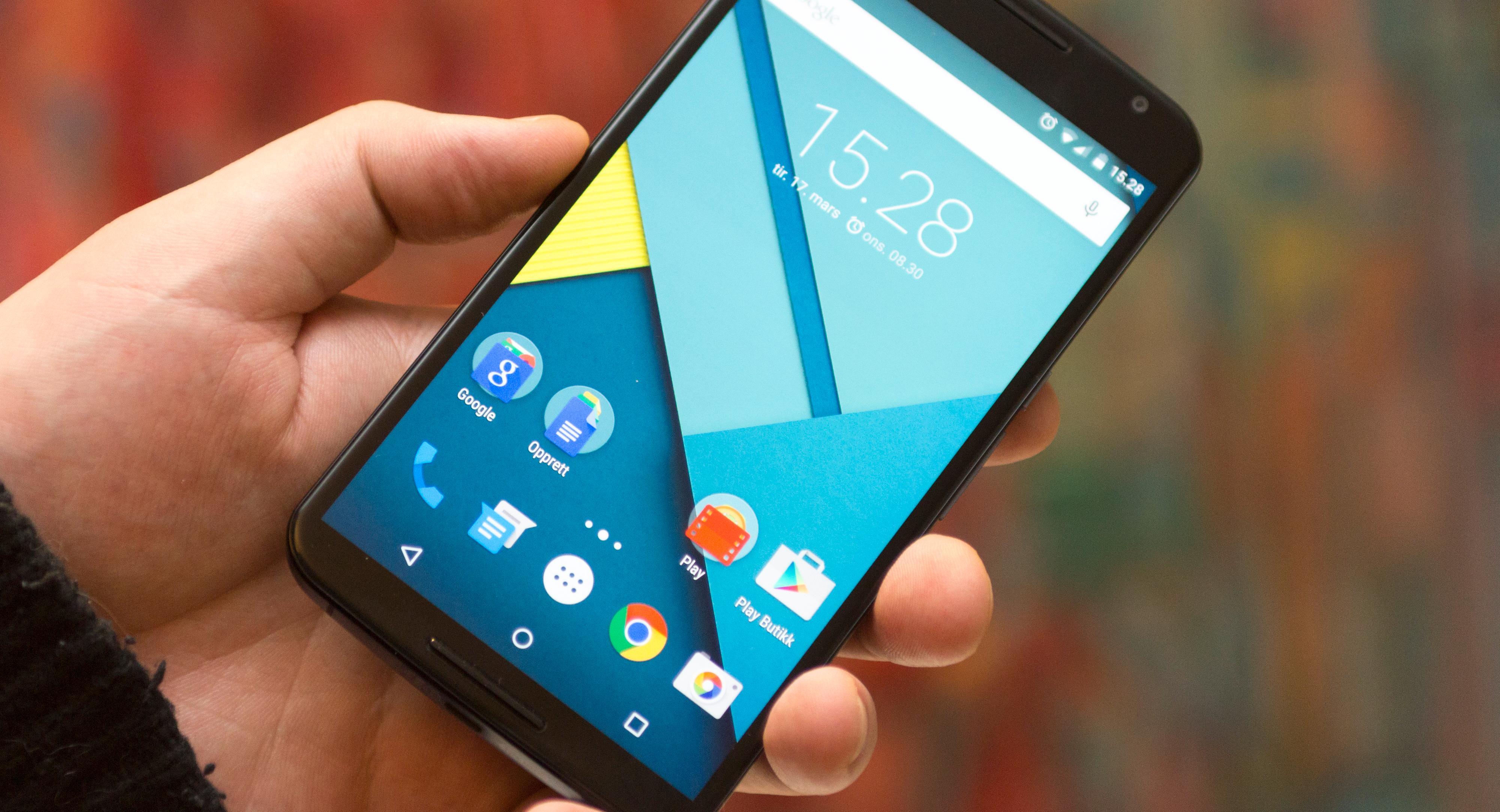 Motorolas Nexus 6 har blitt erstattet av en nyere modell, men er fortsatt et knallgodt valg for deg som liker store telefoner. Foto: Kurt Lekanger, Tek.no